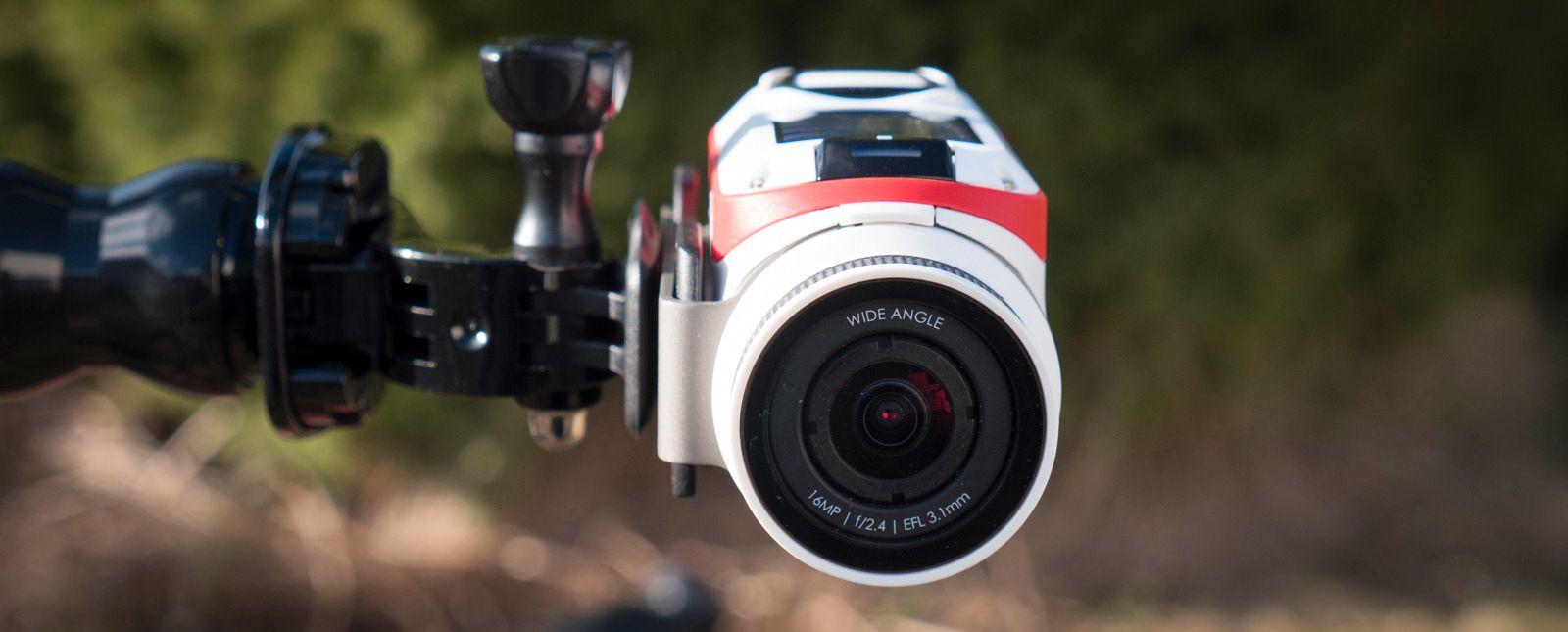 Kameraplaten kan dreies rundtselve kameraet, slik at det er enkelt å for eksempel montere det sidelengs.