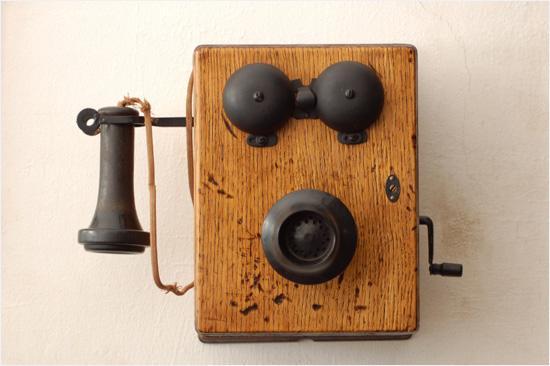 Sveiv, fortell operatøren hvem du vil snakke med - og vips. Telefonsamtalen var i gang. (Foto: Istockphoto / Daniel St.Pierre)
