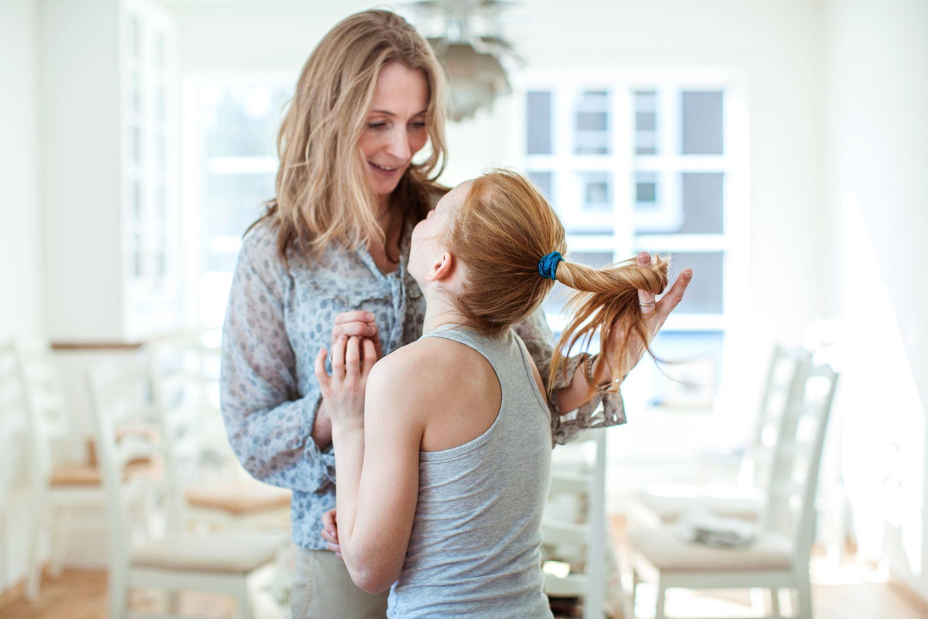 I familiehjem er den ene forelderen hjemme på fulltid.
