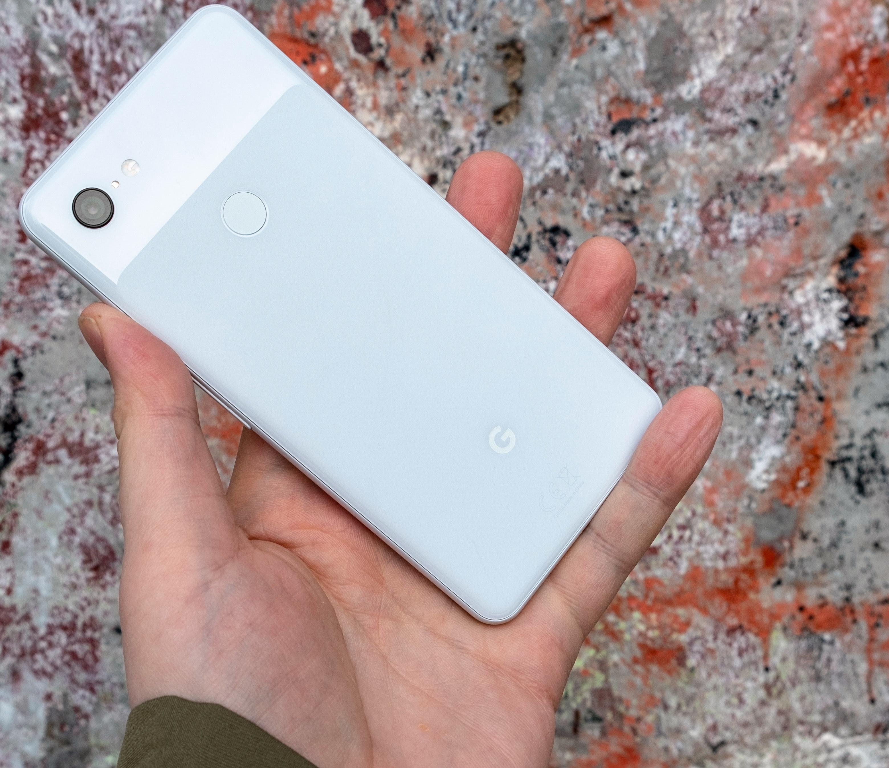Den enkle baksiden lyver litt om hvor god Pixel 3 XL er - den er vesentlig bedre enn den ser ut ved første øyekast.