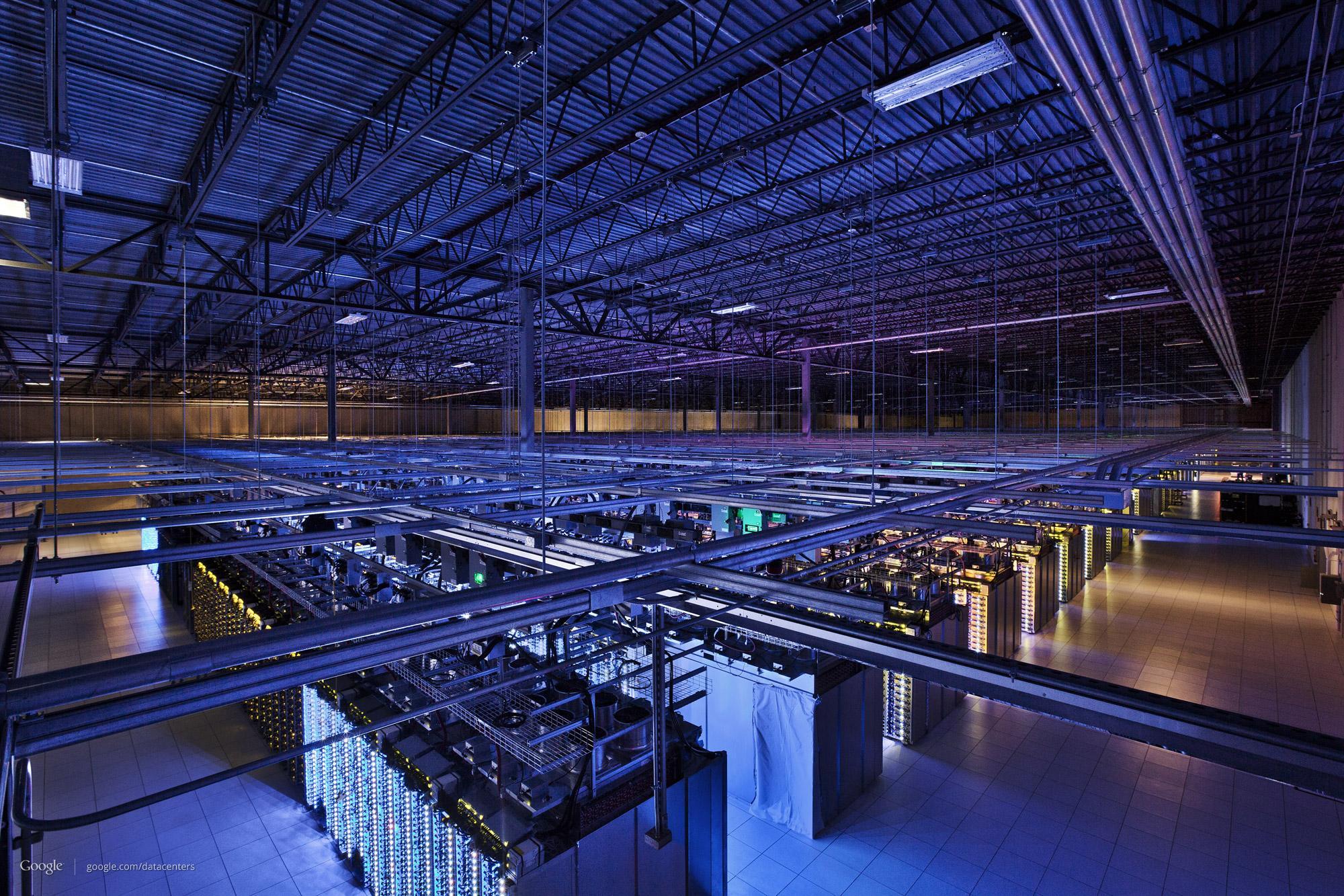Datasenteret i Council Bluffs, Iowa, som blant annet inenholder deler av søkemotoren og Youtube. Gulvarealet er over 10 000 m2.Foto: Google/Connie Zhou