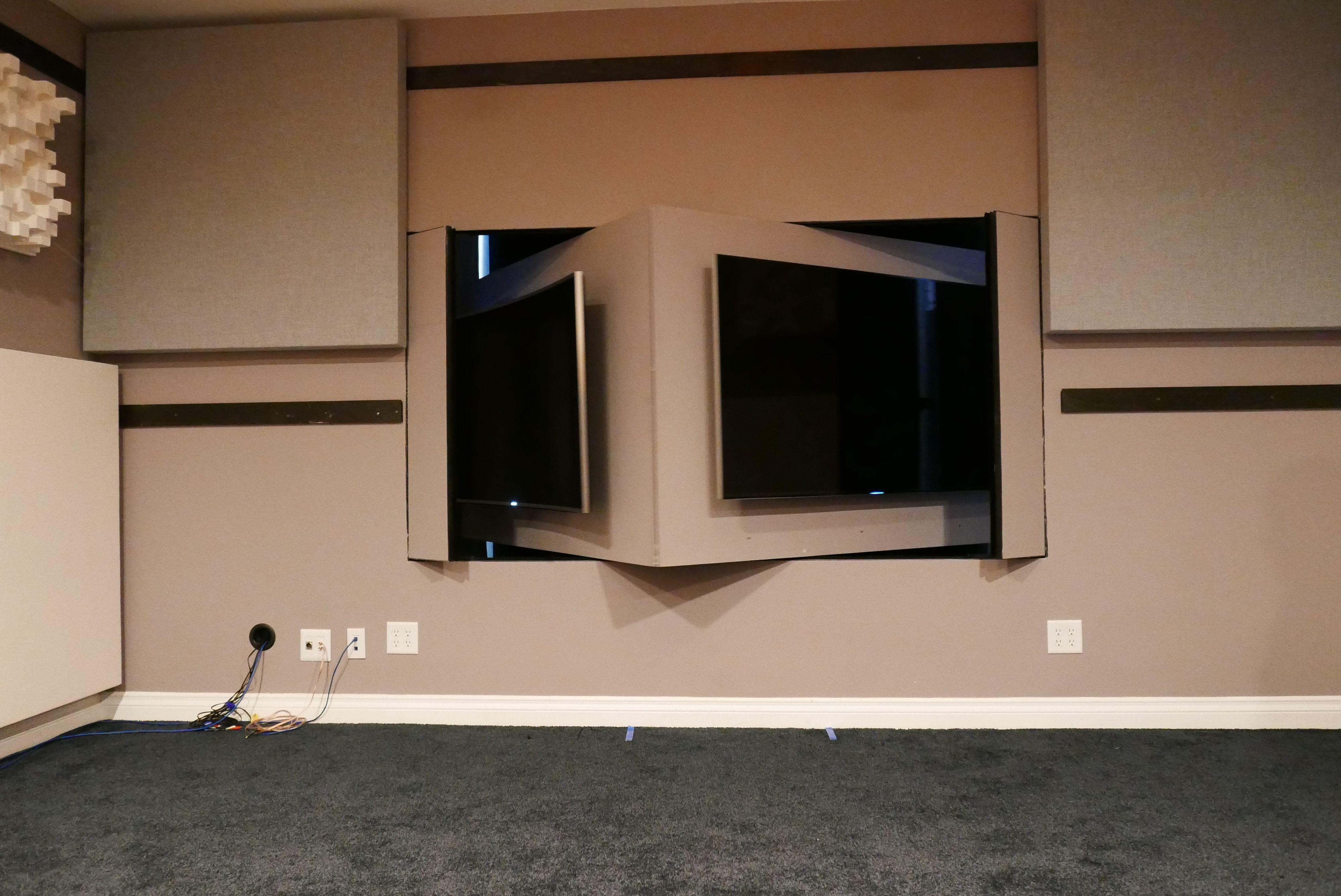 Denne veggen er labben trolig alene om i verden å ha. Her kan du bruke inntil fire TV-er i blindtest samtidig. Foto: Ole Henrik Johansen / Tek.no