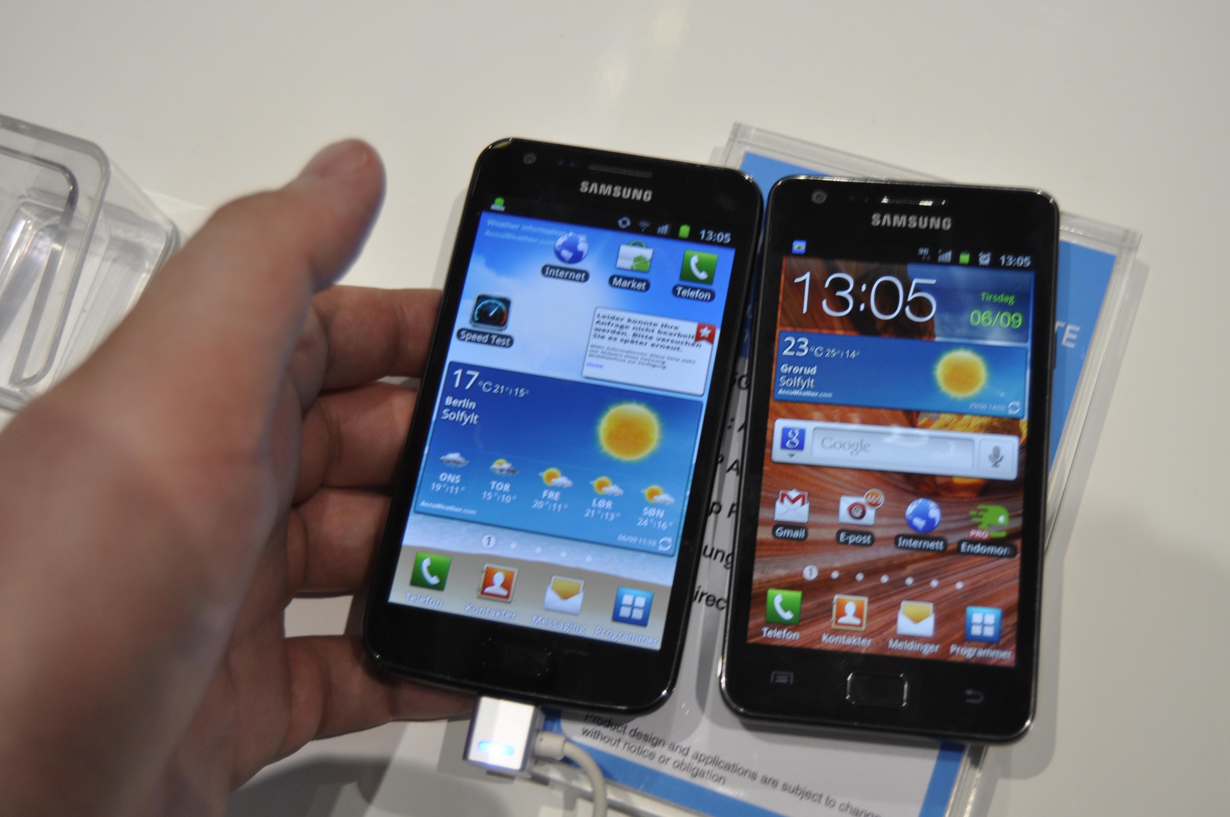 Galaxy S II LTE ved siden av dagens Galaxy S II. Den nye er litt større.