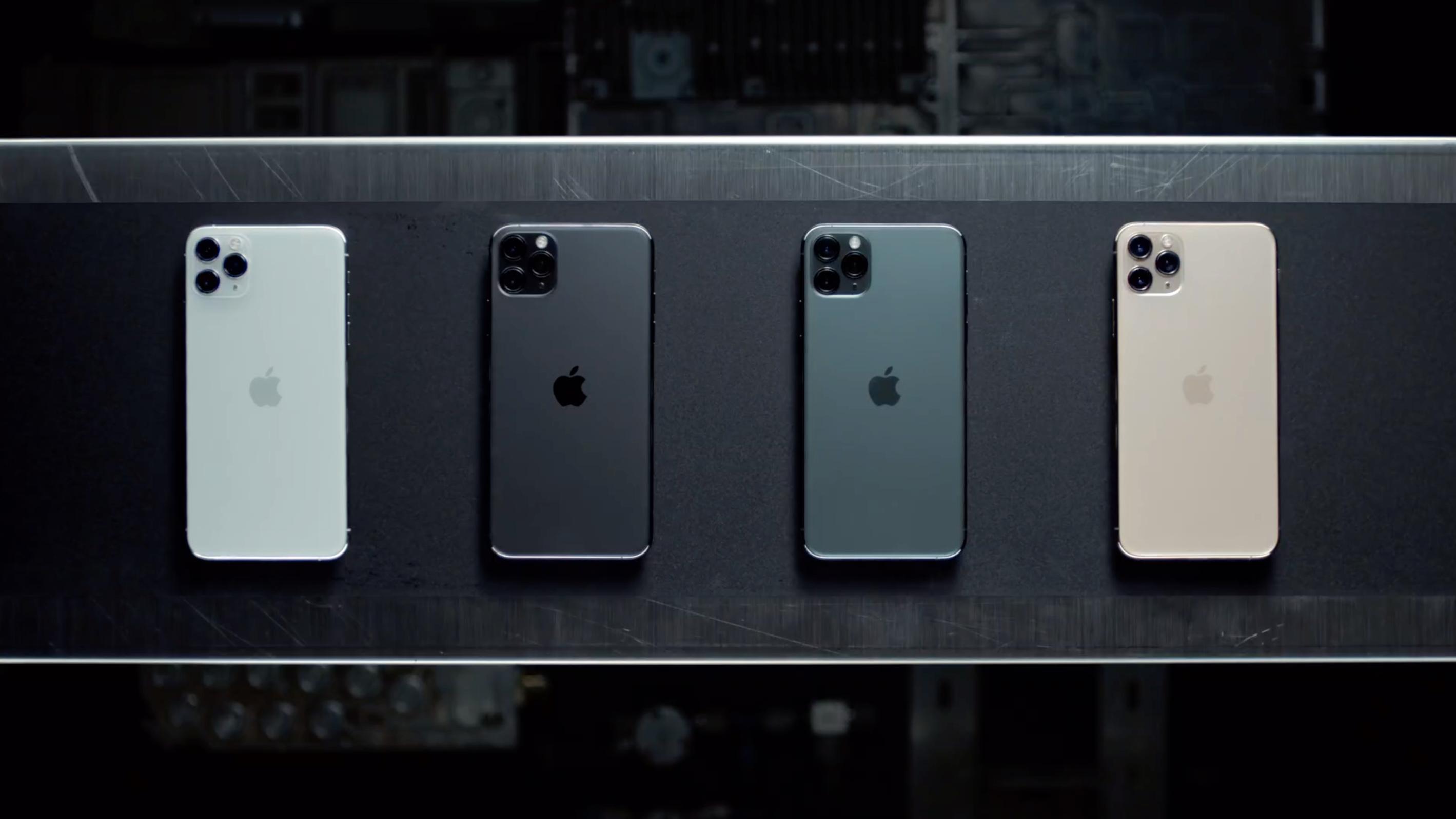 iPhone 11 Pro i fire forskjellige fargevarianter.
