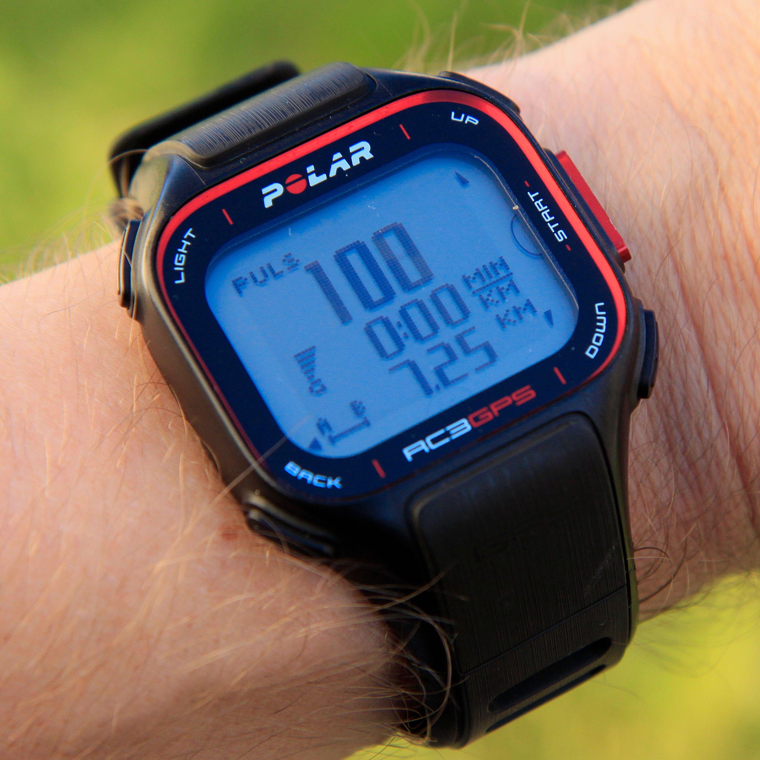 Det første skjermbildet viser puls, hastighet akkurat nå, samt tilbakelagt distanse. Du bytter til andre visninger med to knapper på høyre side av klokken.Foto: Kurt Lekanger, Amobil.no