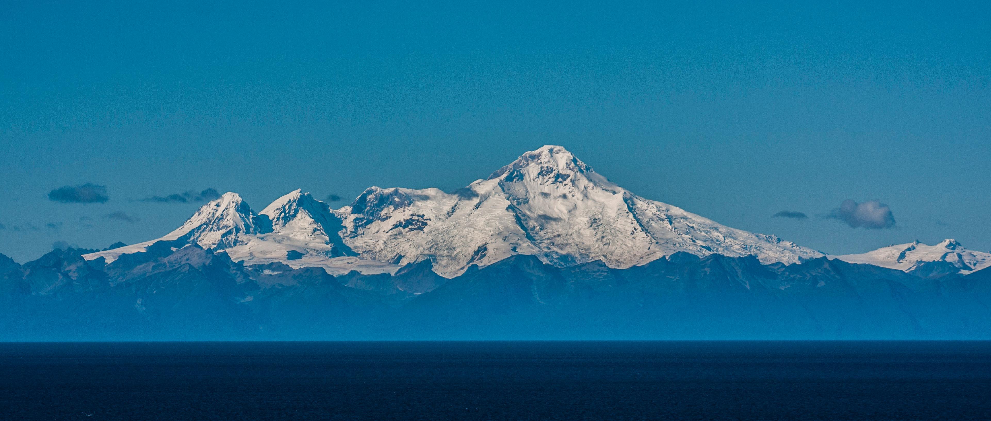 Mt. Iliamna, Alaska. Et stort fjell til en stor print.Foto: Kristoffer Møllevik
