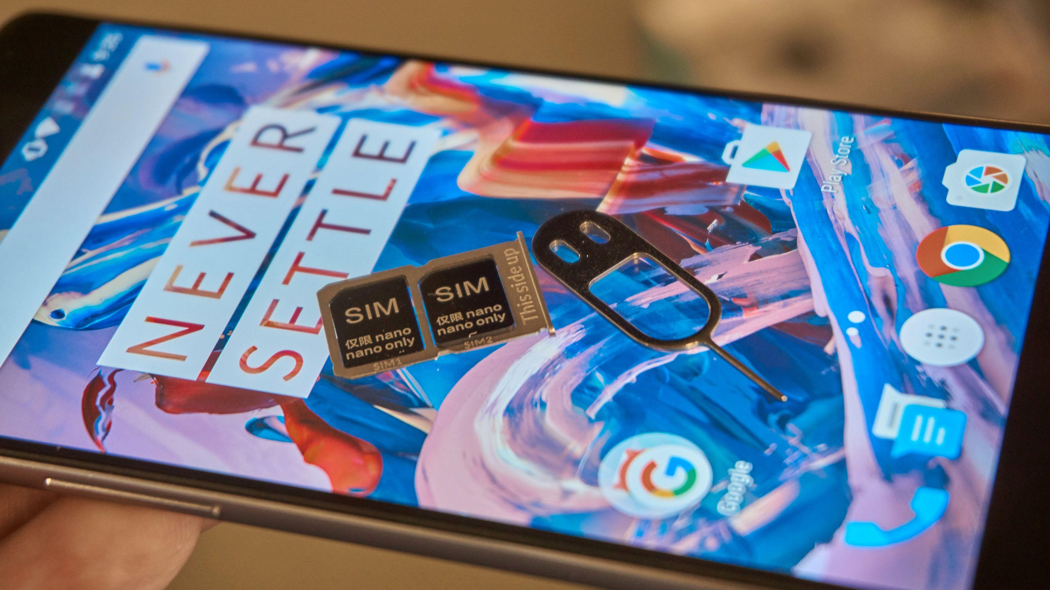 Det er plass til to SIM-kort, men ikke minnekort.