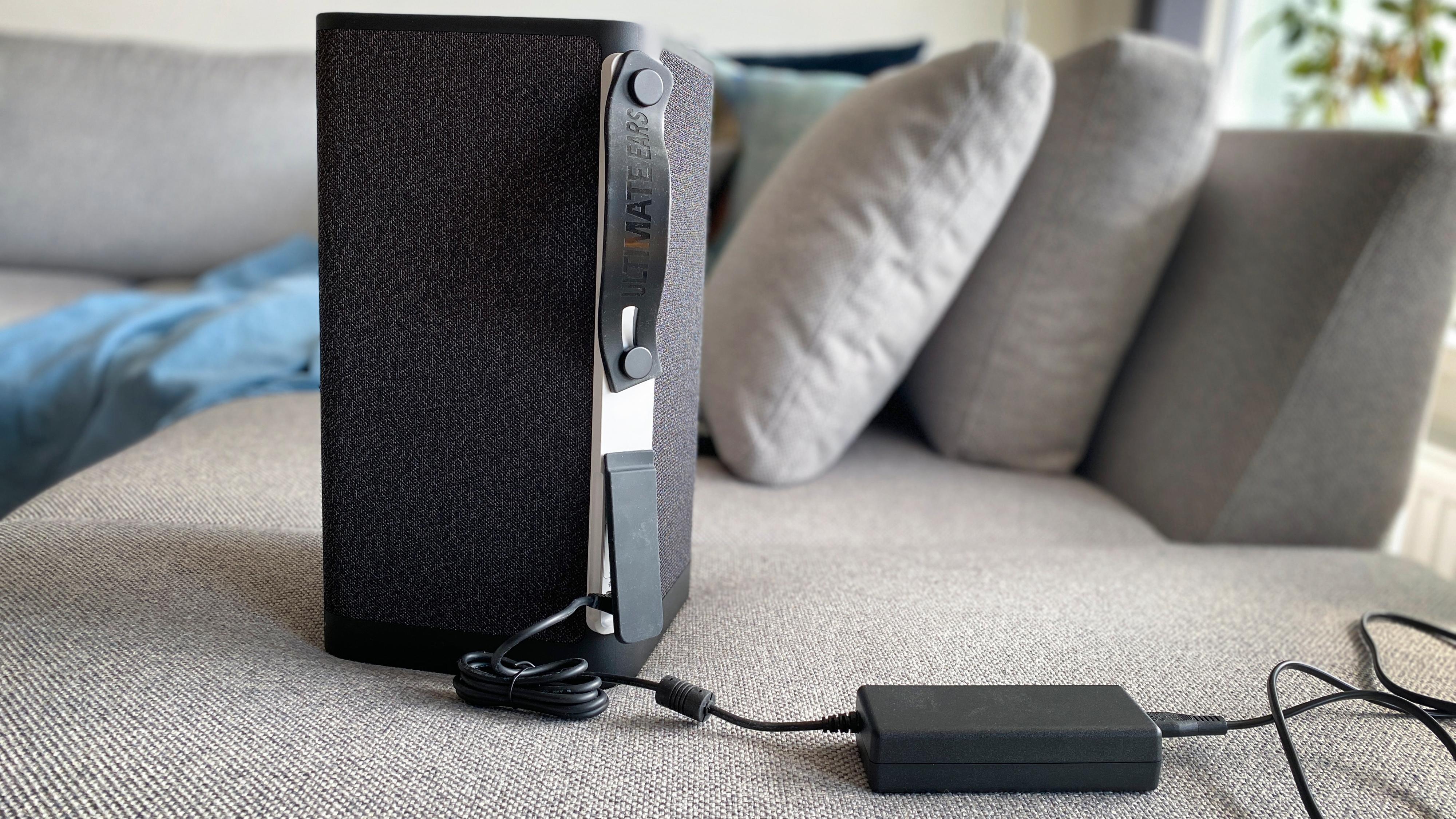 Proprietær lader virker litt unødvendig, men det er mulig USB-C ville blitt ditto kostbart.