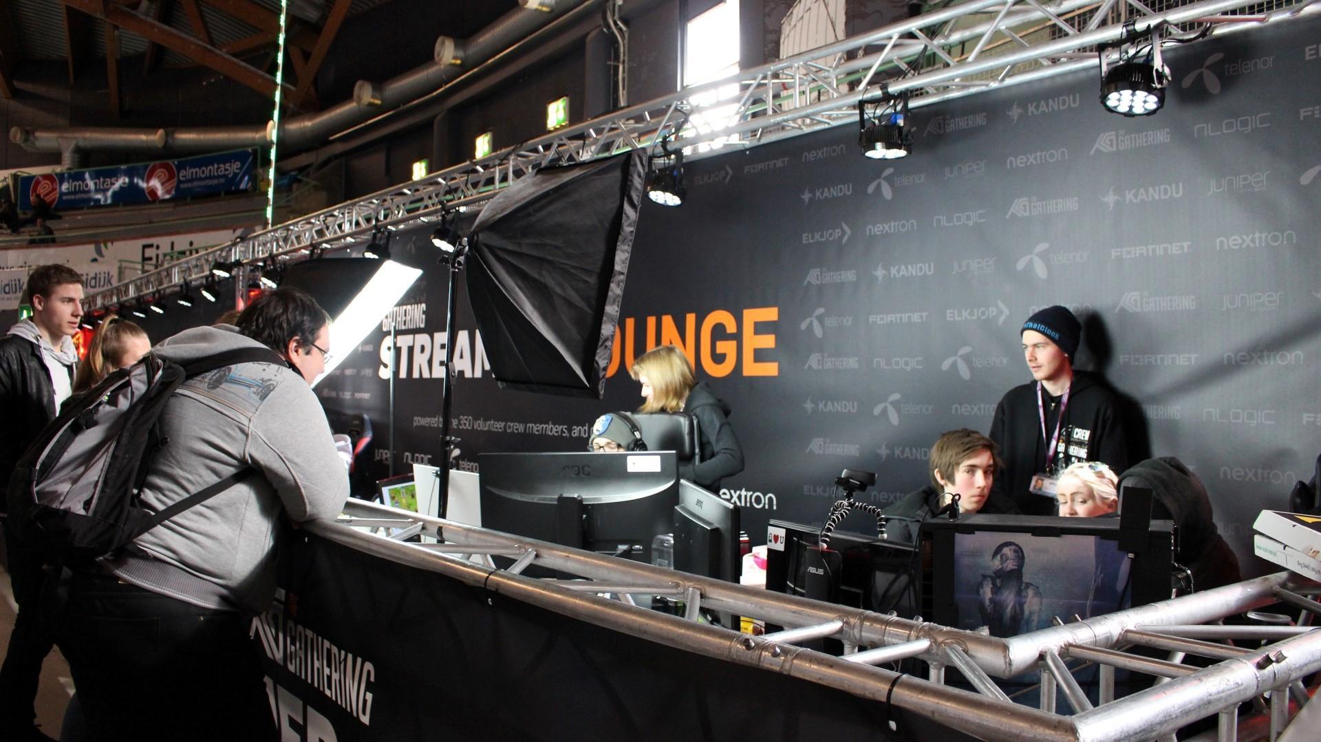 """TG hadde i år satt opp en egen """"Streamers Lounge"""" der kjente streamere satt og – du gjettet det – streamet spillene sine."""
