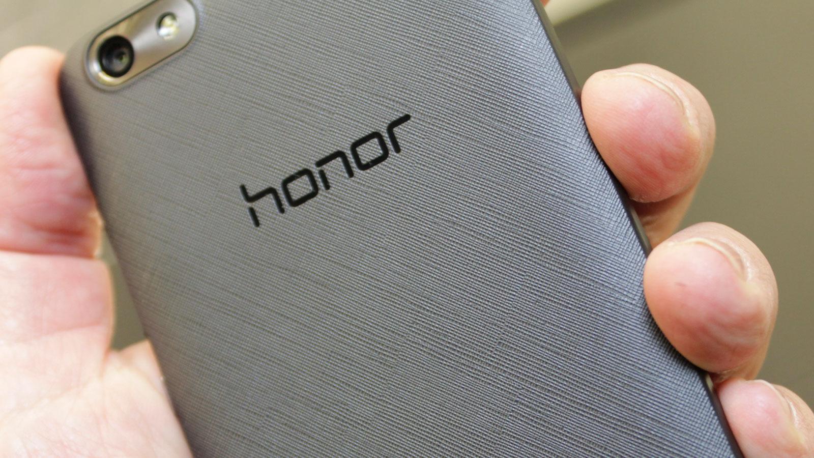 Honor 4X har en fin tekstur på baksiden. Det gir godt grep og ser bra ut.