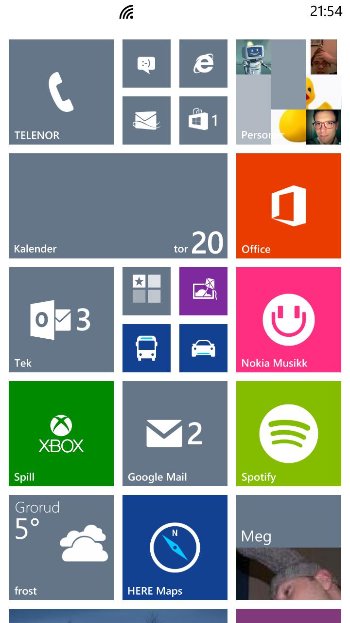 Windows Phone-hjemmeskjermeni vant stil. Firkantene kalles fliser, og kan vise deg oppdatert informasjon fra appene som hører til.Foto: Finn Jarle Kvalheim, Amobil.no