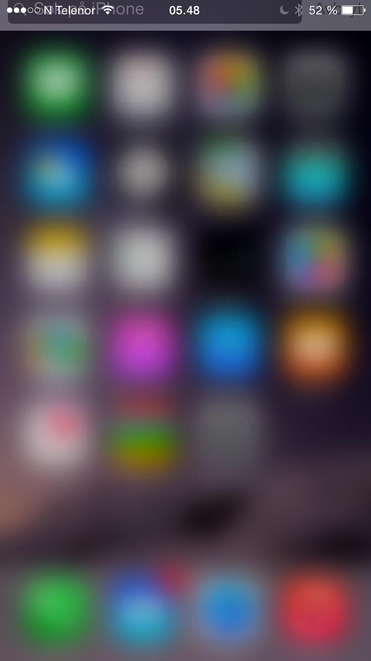 Å trekke menyen nedover for å søke har vært med i iOS lenge. Effekten som skyver menyen i bakgrunnen er derimot ny. Her har vi bare trukket skjermen delvis ned.Foto: Finn Jarle Kvalheim, Amobil.no
