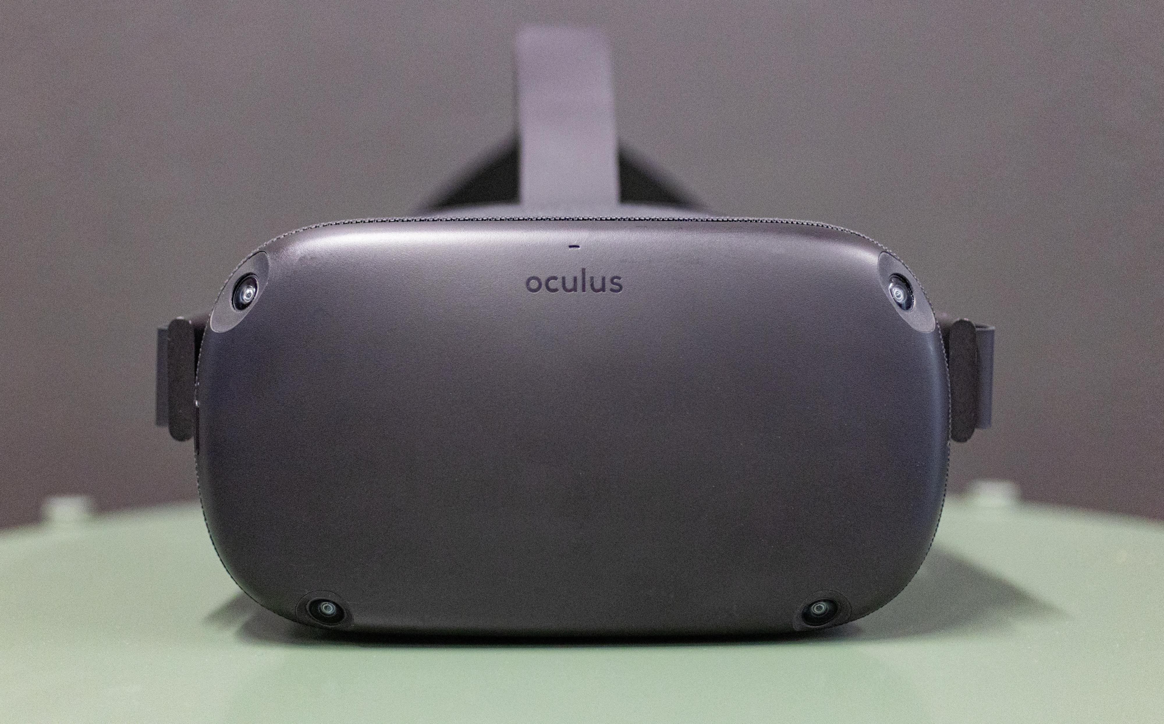Sensorene fordelt ut på framsiden av VR-brillene hadde så godt som aldri problemer med å spore bevegelsene våre i rommet.