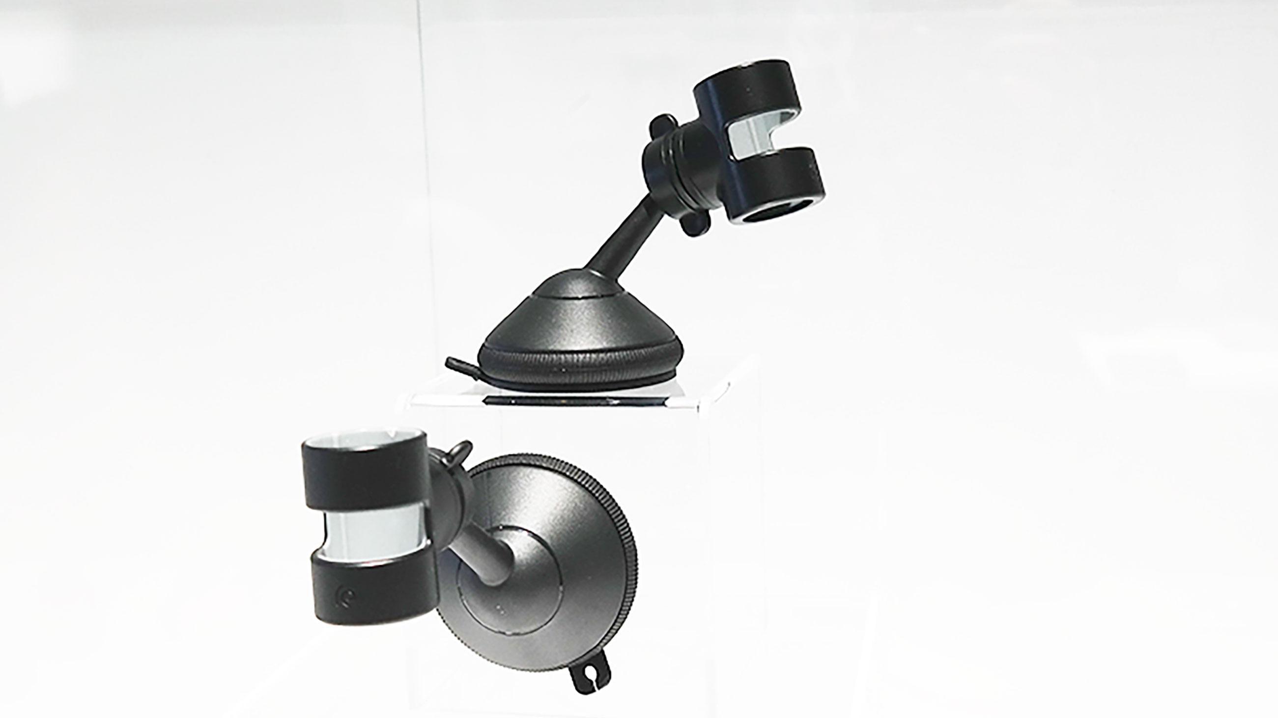 Denne holderen gjør at du kan filme mens du kjører. Det kan for eksempel gi stilige timelaps-videoer, eller brukes til ulike typer dokumentasjon. Foto: Espen Irwing Swang, Tek.no