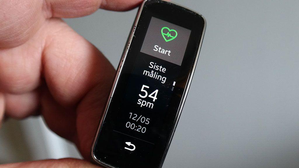 Den innebygde pulsmåleren fungerer alene eller sammen med en trenings-app.Foto: Espen Irwing Swang, Amobil.no