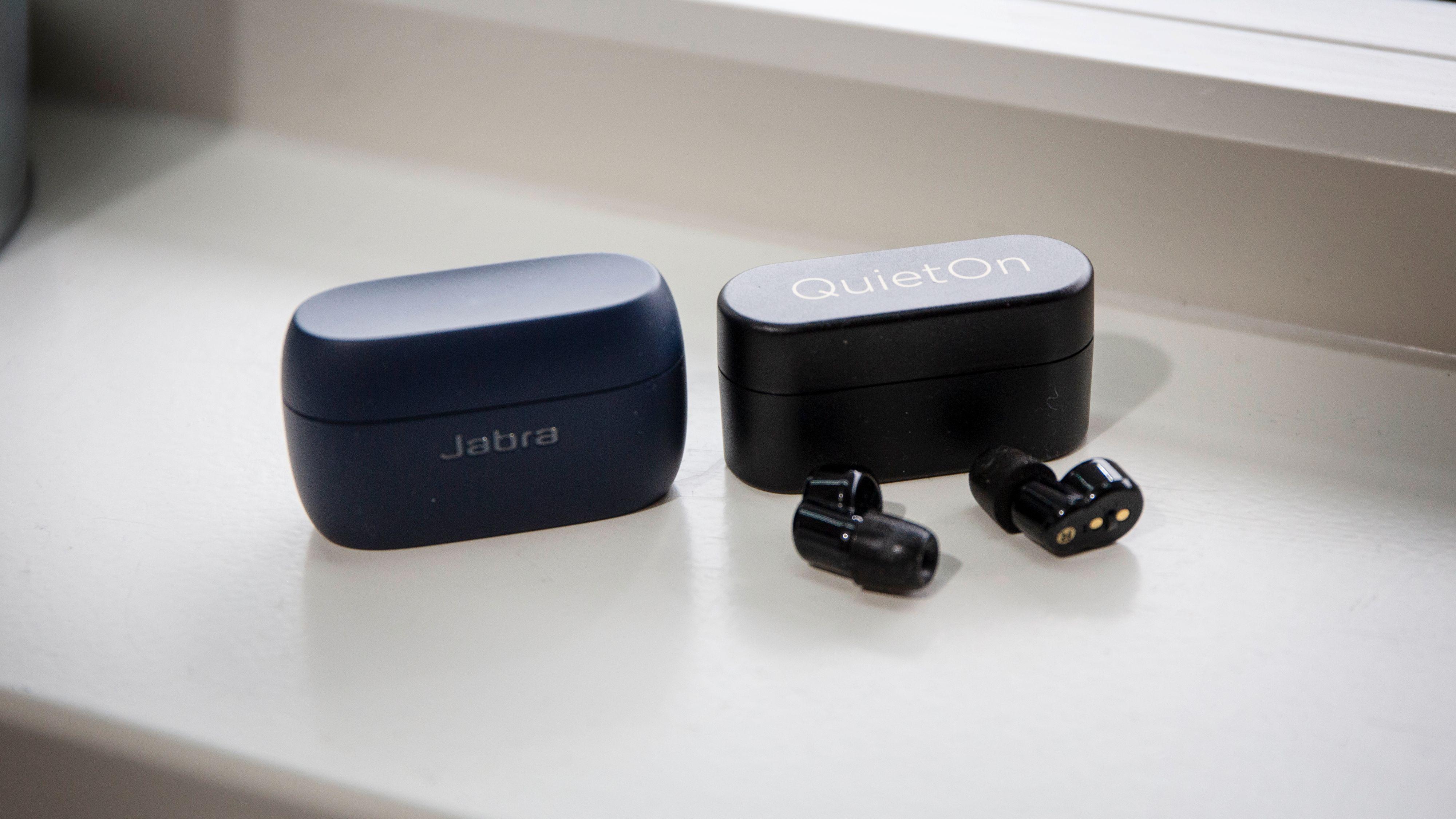 QuietOn-etuiet er mindre enn etuiene til de aller fleste true wireless-propper for musikk. Her med etuiet til Jabra Elite Active 75t, som er blant de mest kompakte der ute.