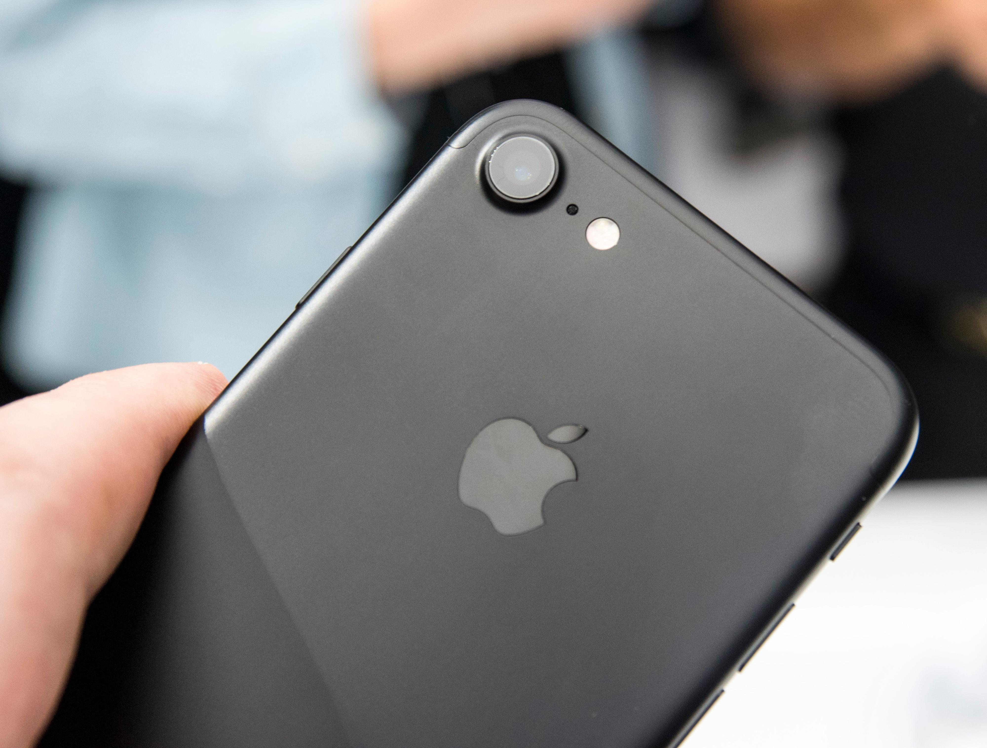 Apples mobiler opplever relativt markant nedgang i salget sammenlignet med Android, men enda verre er det med de øvrige plattformene.