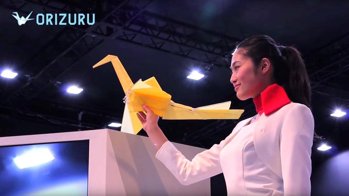 Origamidronen som flyr uten propeller er her