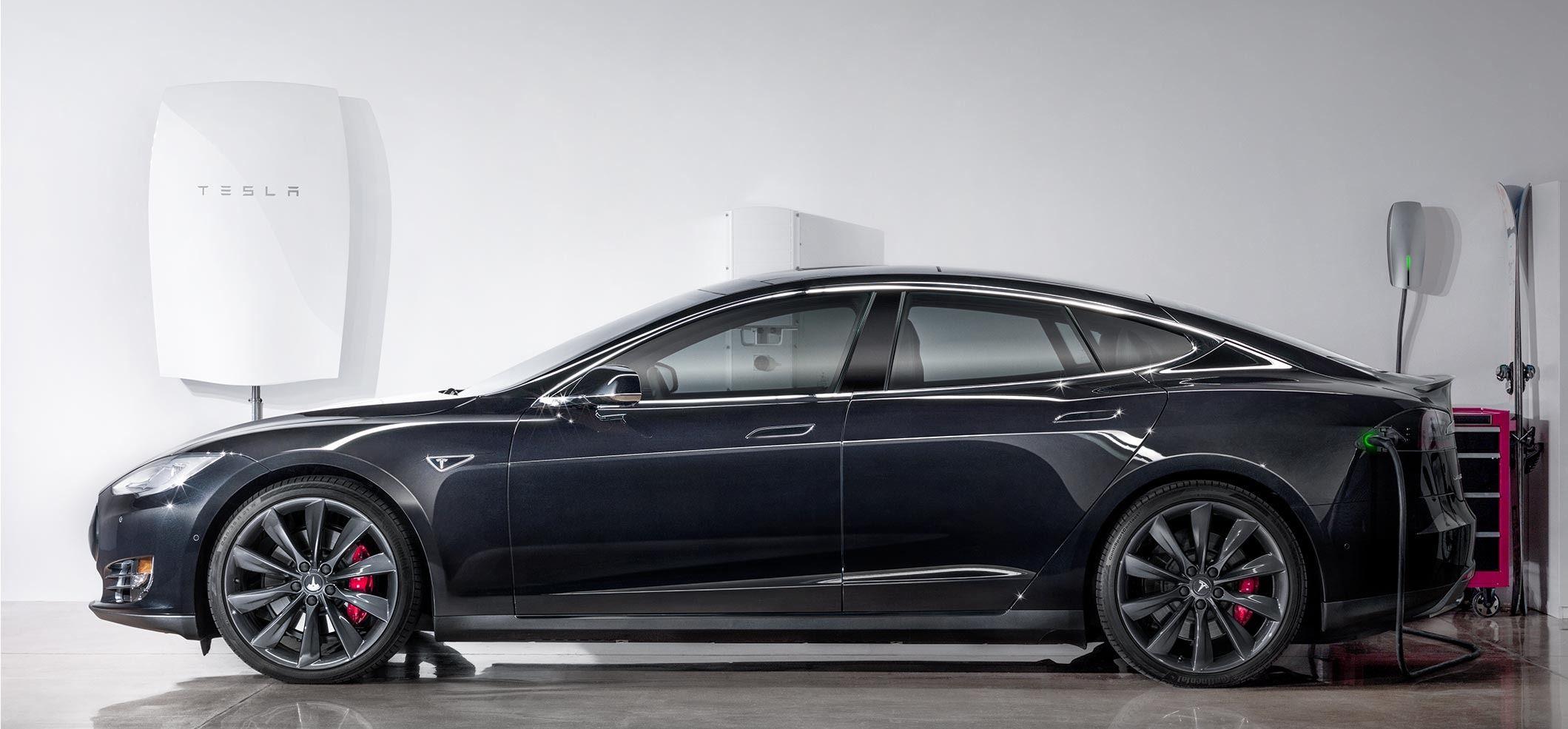 Batteriet kan også brukes til å lade elbiler, som Teslas egne modeller. Foto: Tesla Energy