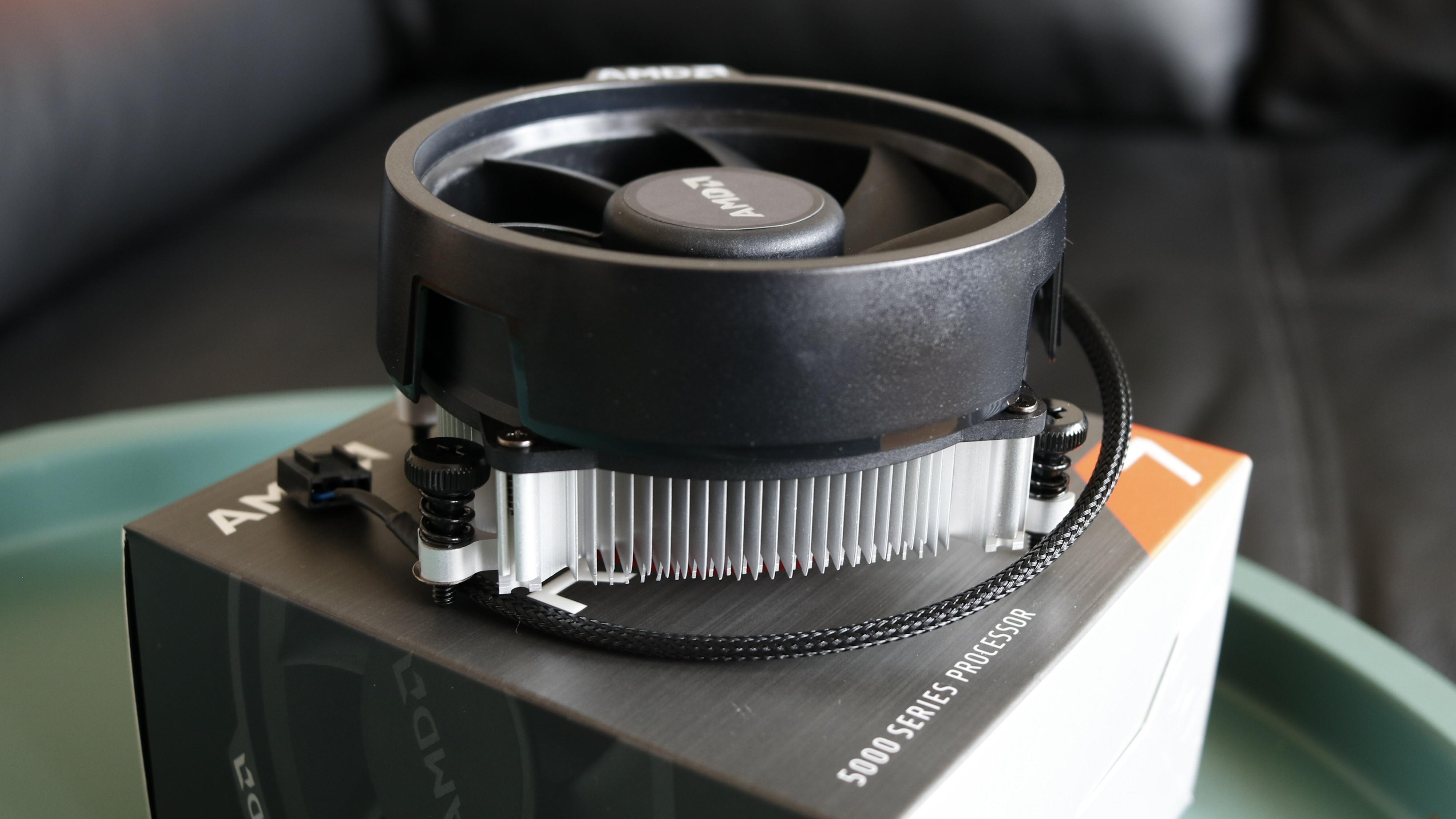 Ryzen 7 5700G skal klare seg fint med en Wraith Stealth, mener AMD. For ordens skyld skal det nevnes at vi brukte noe litt heftigere under vår testing.