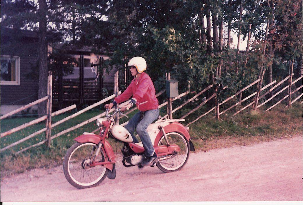Som 14-åring prøvde Lie seg som mopedist, men tror i etterkant det var greit at han ikke ble mopedmekaniker.Foto: Privat