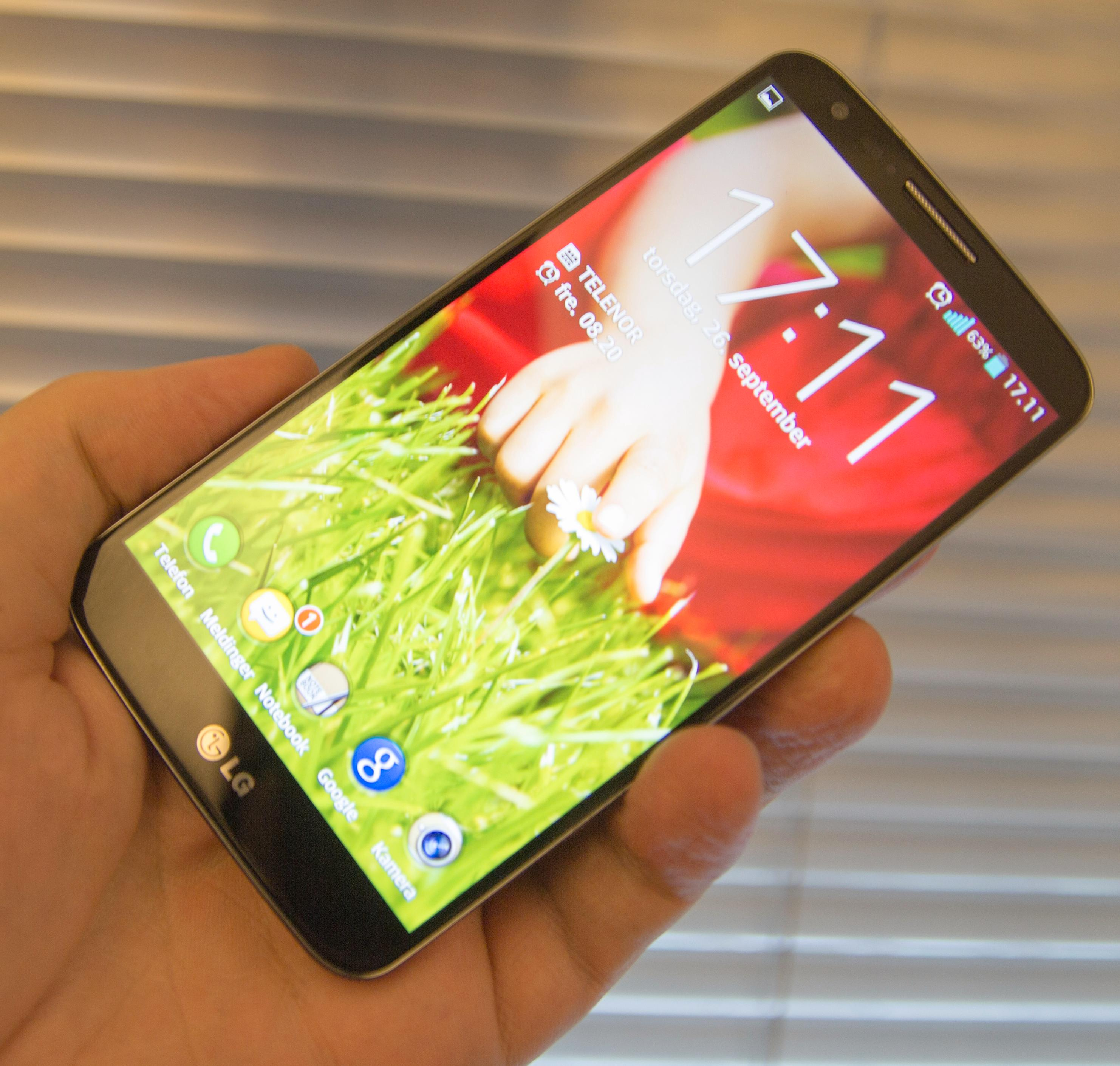 Skjermen i LG G2 er i absolutt toppklasse. Den er av den litt sjeldne typen som gir inntrykk av at bildet nesten flyter oppå glasset.Foto: Finn Jarle Kvalheim, Amobil.no