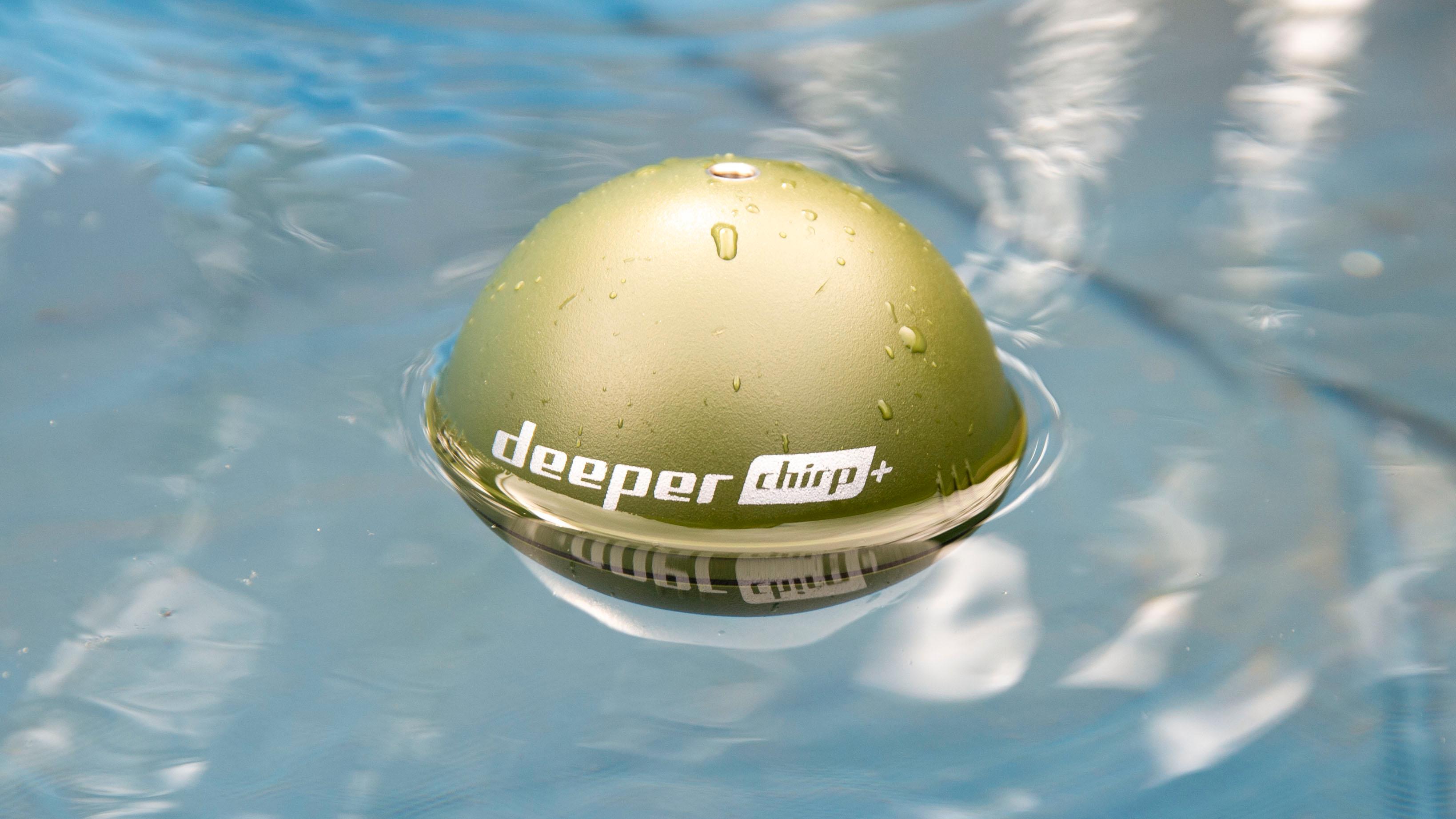 Ekkolodd-ballen flyter godt. Så skulle du være uheldig at lina ryker, så kan du alltids svømme ut og hente den.