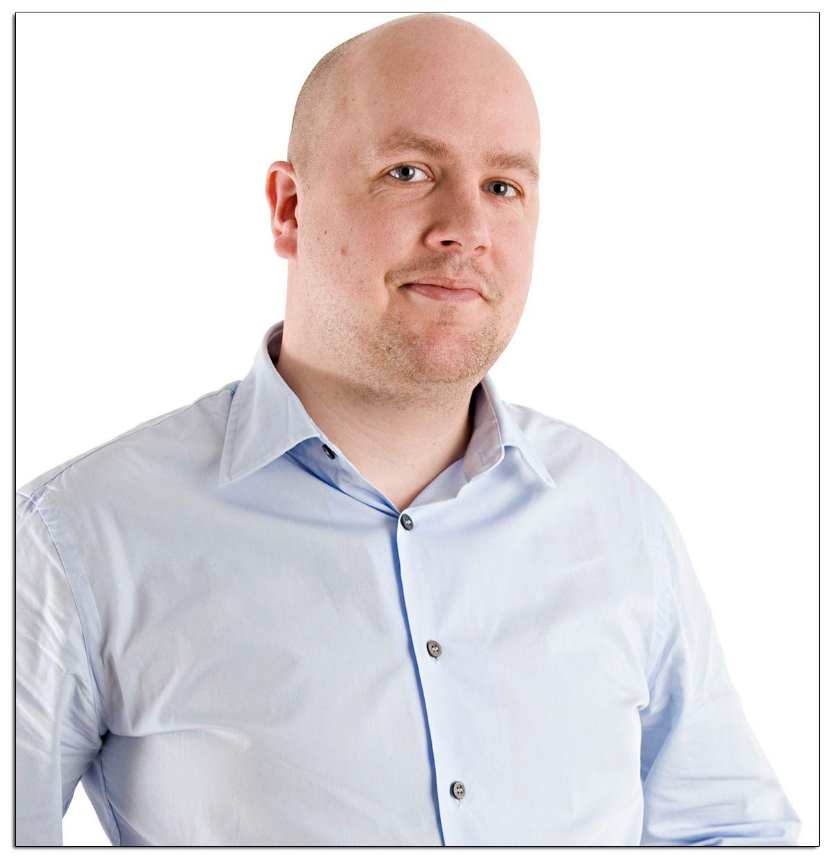 Mikael Kolding, markedssjef i Proshop, sier etterspørselen har vært høy, men at de fortsatt har noen spillkonsoller igjen.