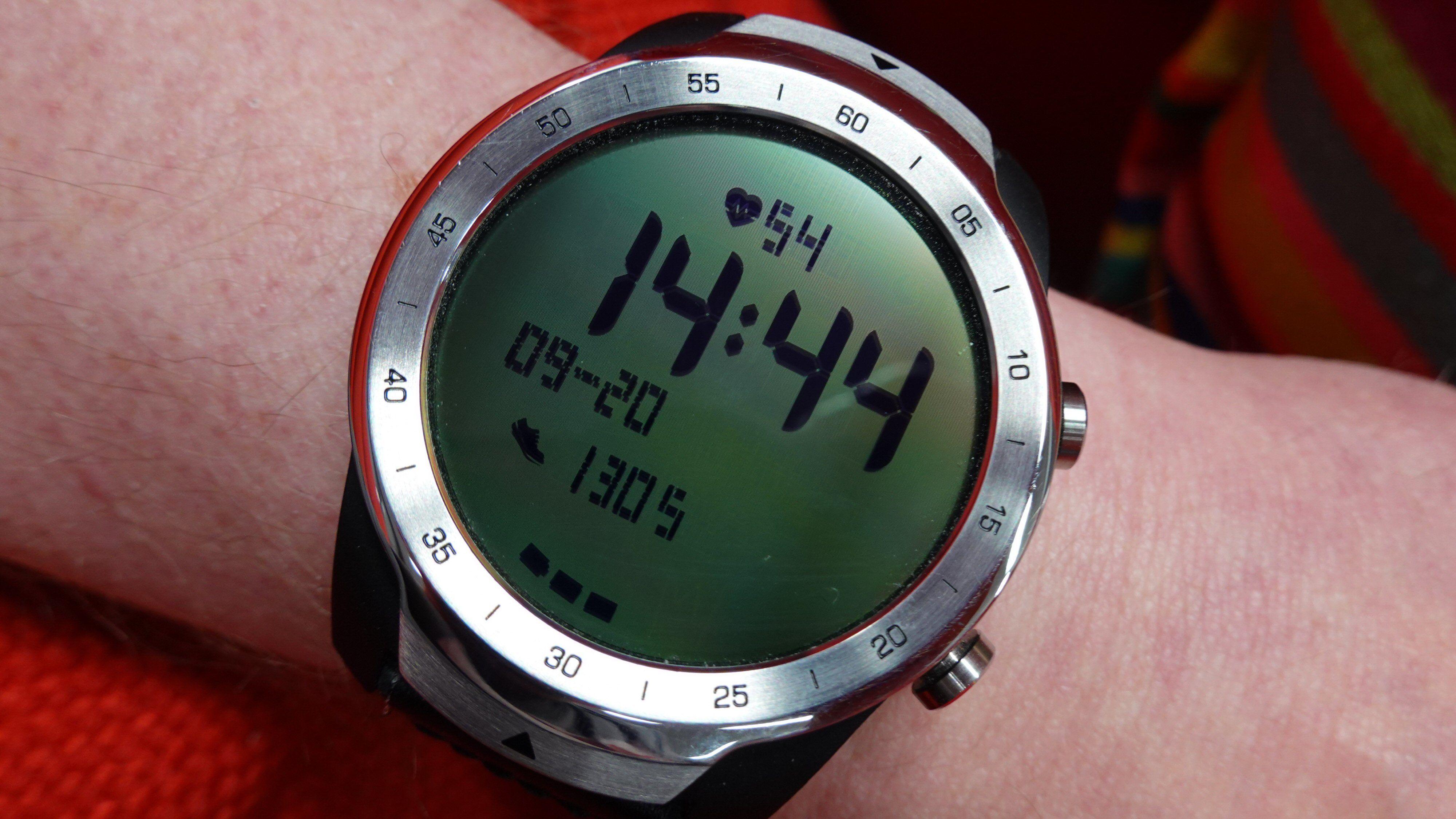 «Essential Mode» sørger for at du i hvert fall vet tid, dato, skritt og strømnivå. I tillegg kan du ta pulsmålinger.