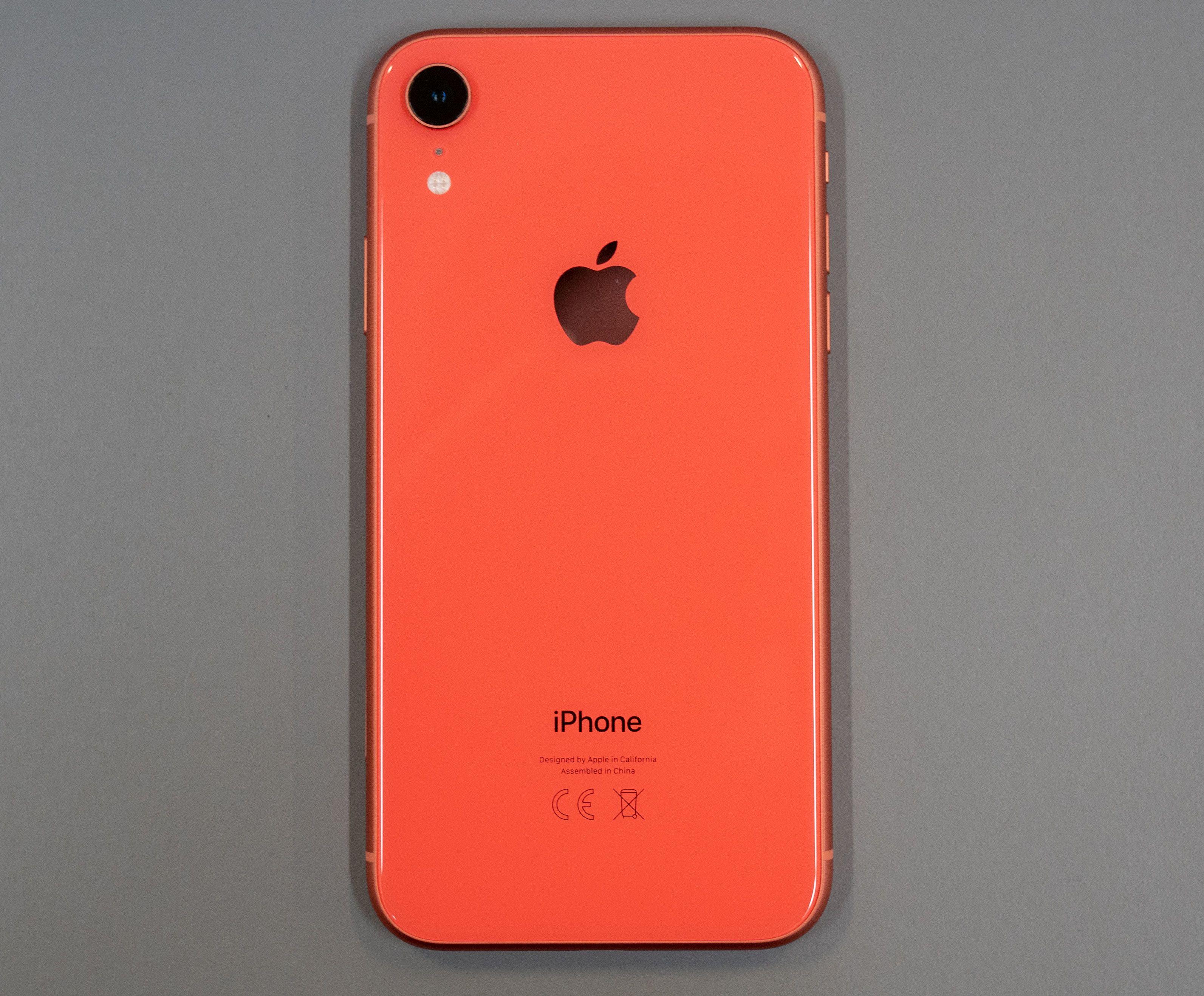 Oransje? Rosa? Litt av begge? Apple kaller fargen «korallrød».
