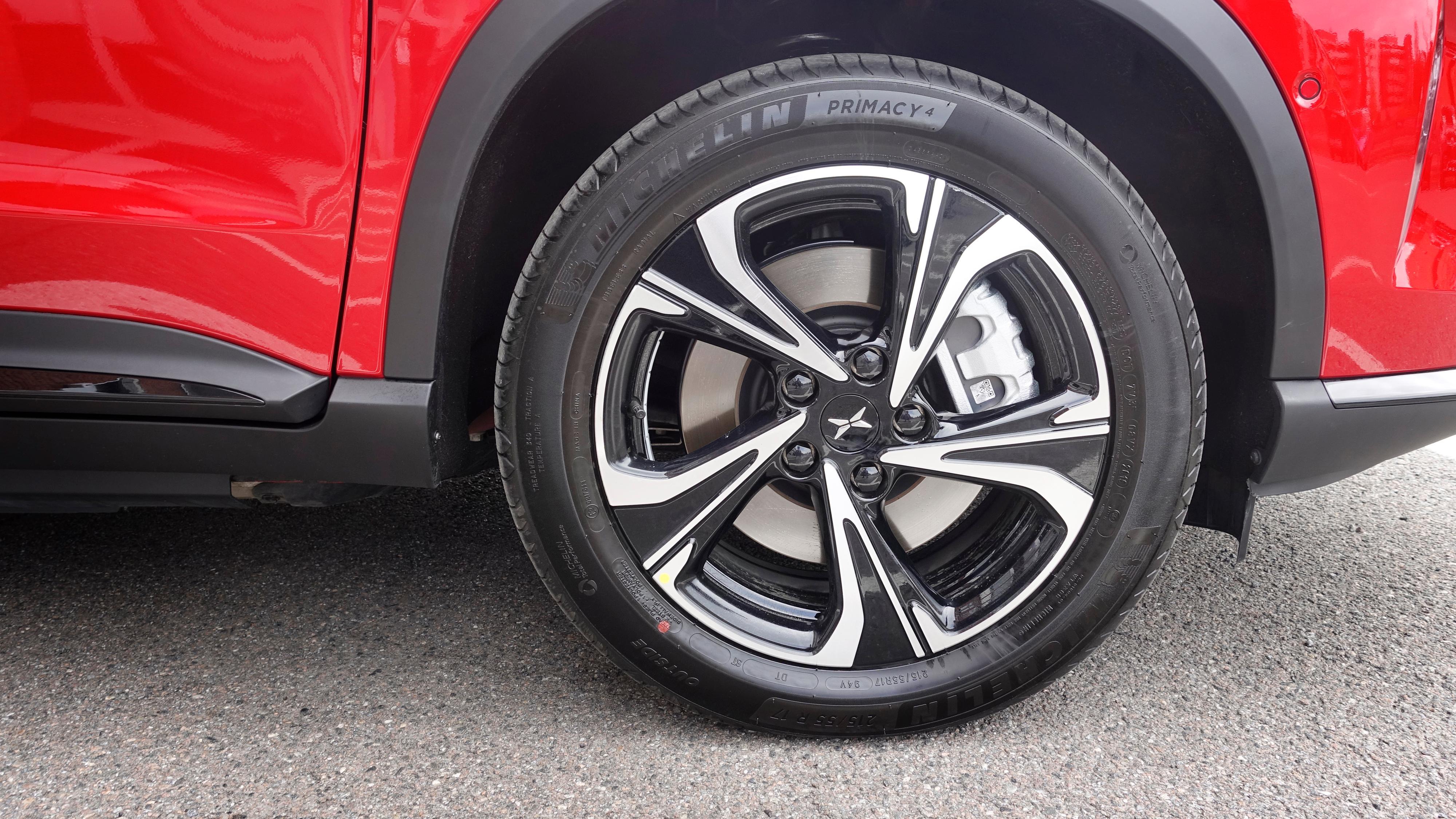 17-tommers felger og Michelin Primacy 4-dekk på demobilen til Zero Emission Mobility. Når bilen leveres til kunder vil den imidlertid ha dekk fra Cooper.