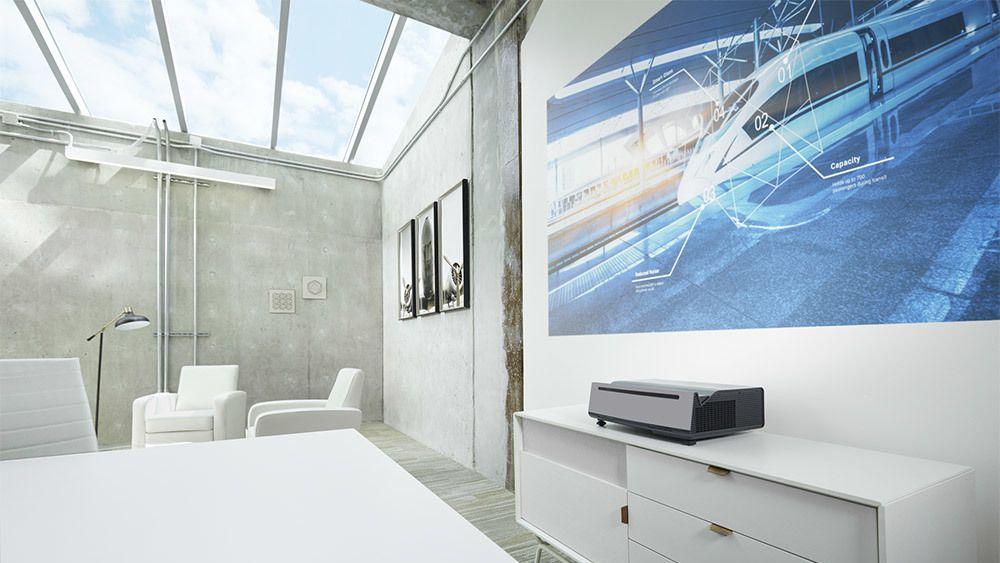 Dells nye laserprojektor viser et 100-tommers 4K-bilde bare ti centimeter fra veggen