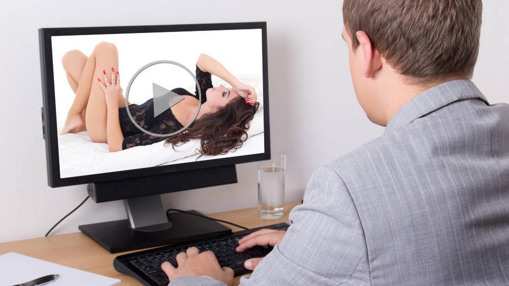 Slik skal Storbritannia hindre mindreårige i se på porno på nettet