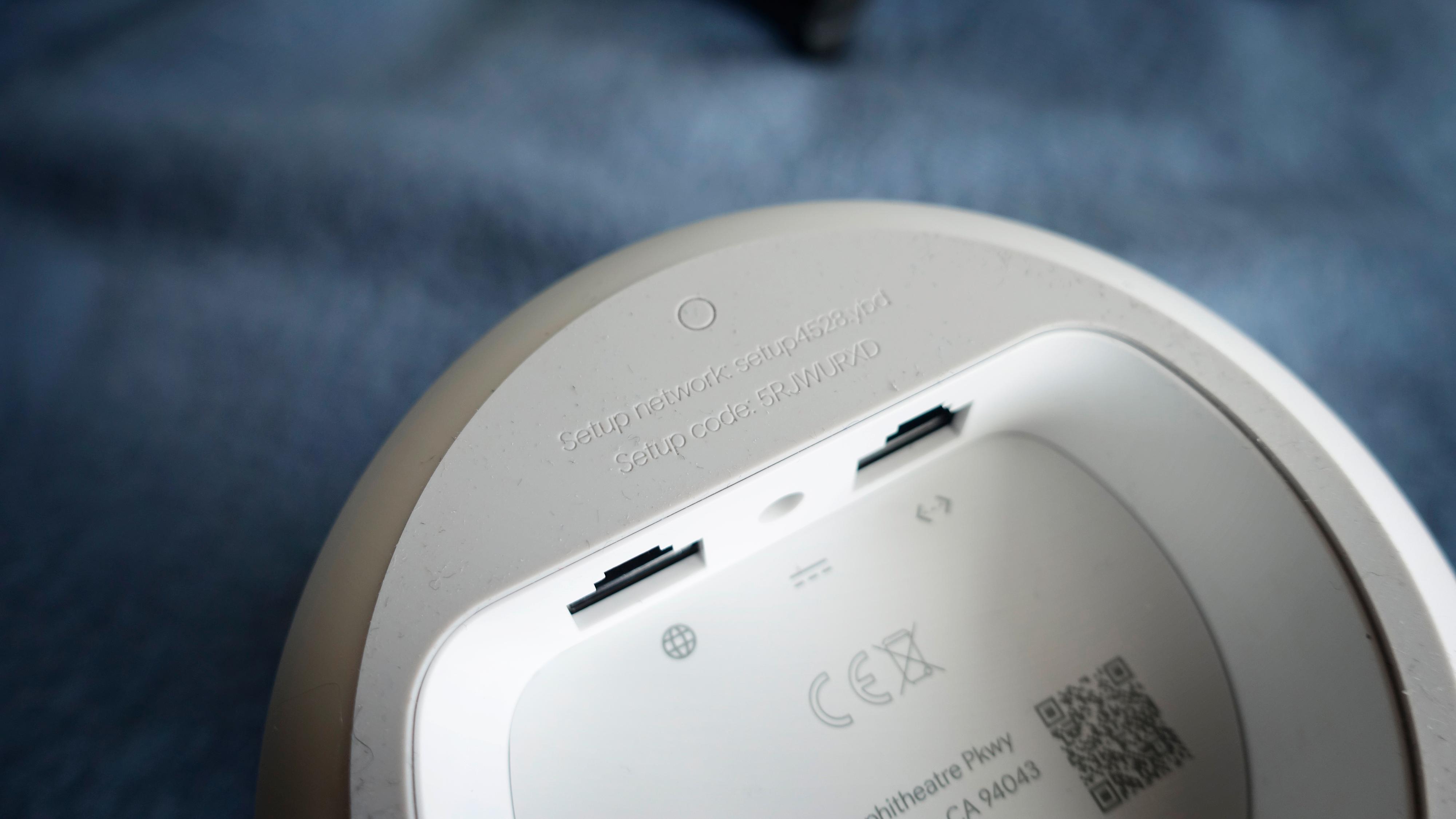 At standardnettverket er preget inn i gummien (som også er en støvmagnet uten like) er litt stilig. To ethernet-porter er imidlertid tynt, spesielt siden den ene går til internettilkoblingen.