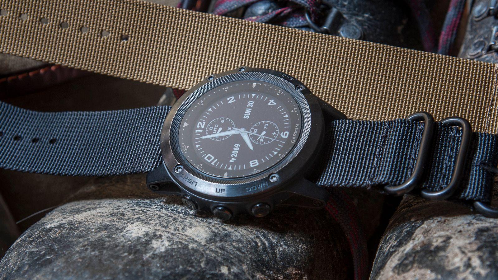 Det følger to reimer med klokka, og der er enkelt å bytte.