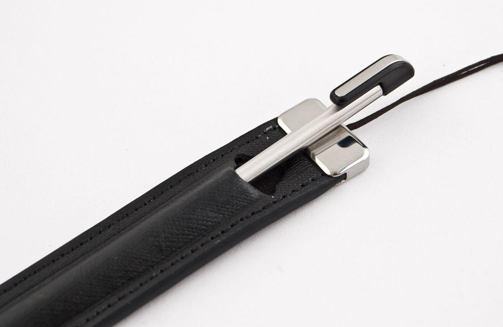 Pekepennen kommer med eget etui du kan feste til telefonen. (Klikk for større bilder)