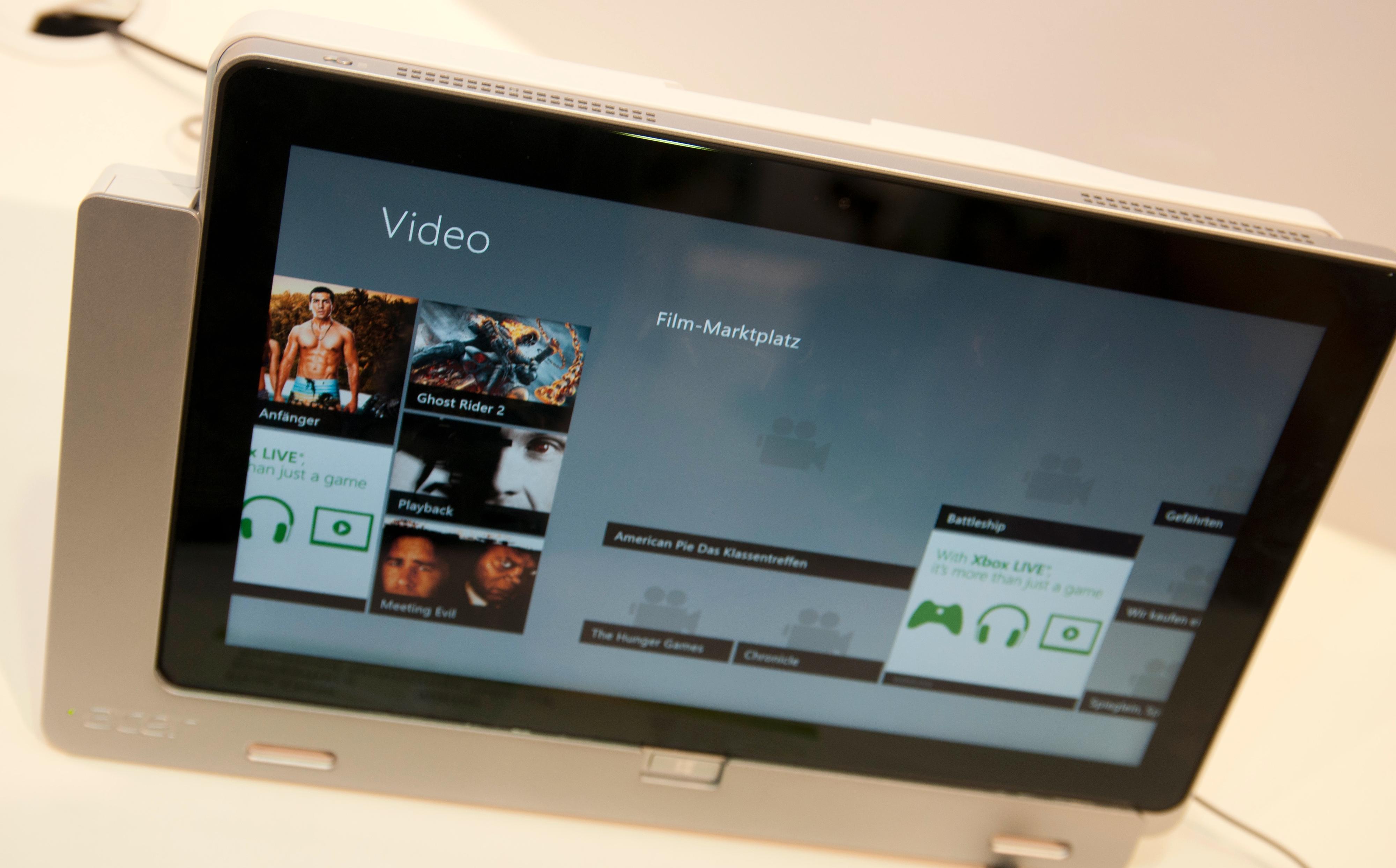 Acer har laget en ladestasjon til W700.