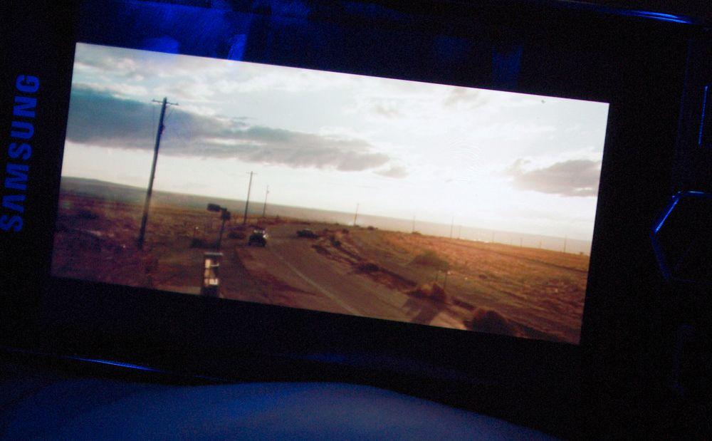 En skarp skjerm gjør det til en fryd å se videoer på Jét.