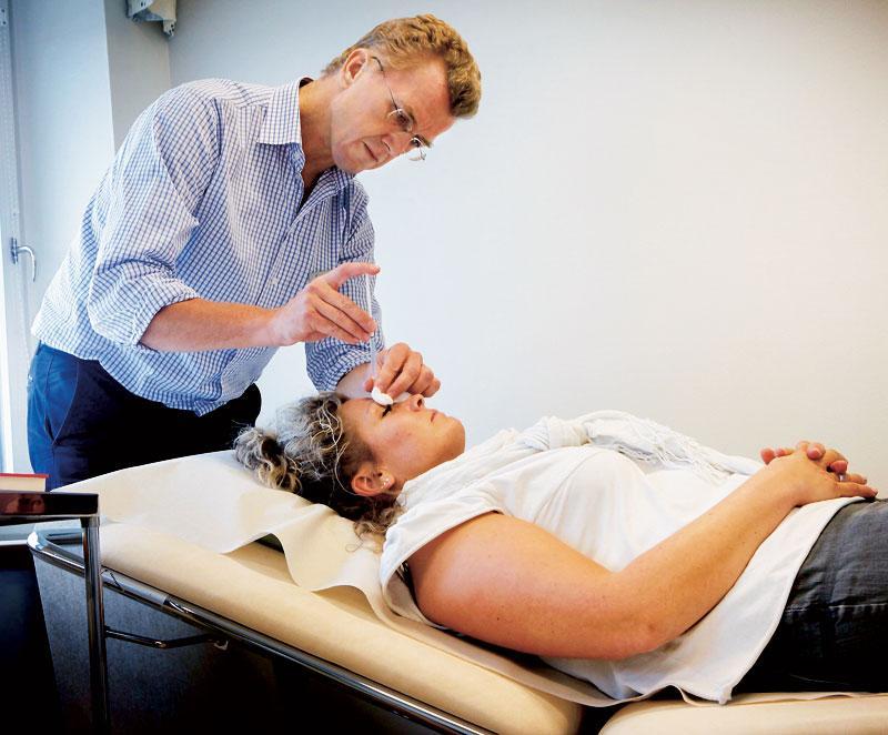 Anette Falk, behandlar sin migrän med botox.