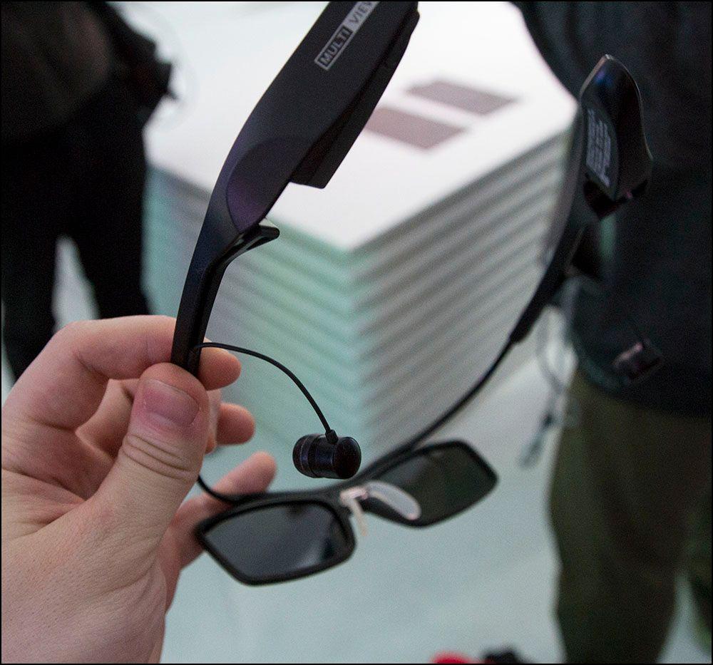 Ettersom de er aktive 3D-briller må de lades før bruk.Foto: Niklas Plikk, hardware.no