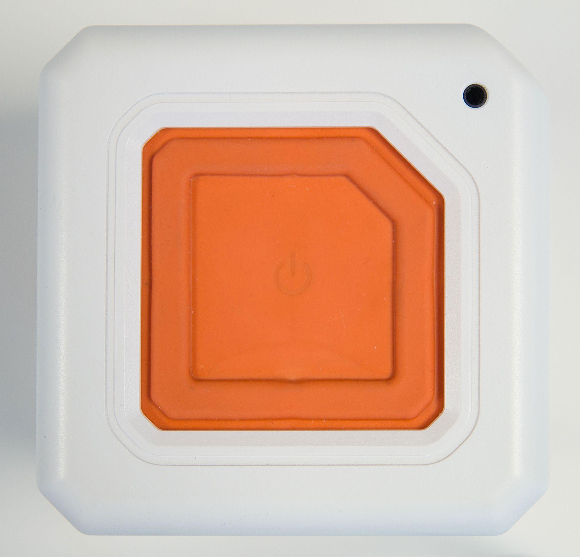 Den store av/på-knappen fungerer også som et passivt basselement.