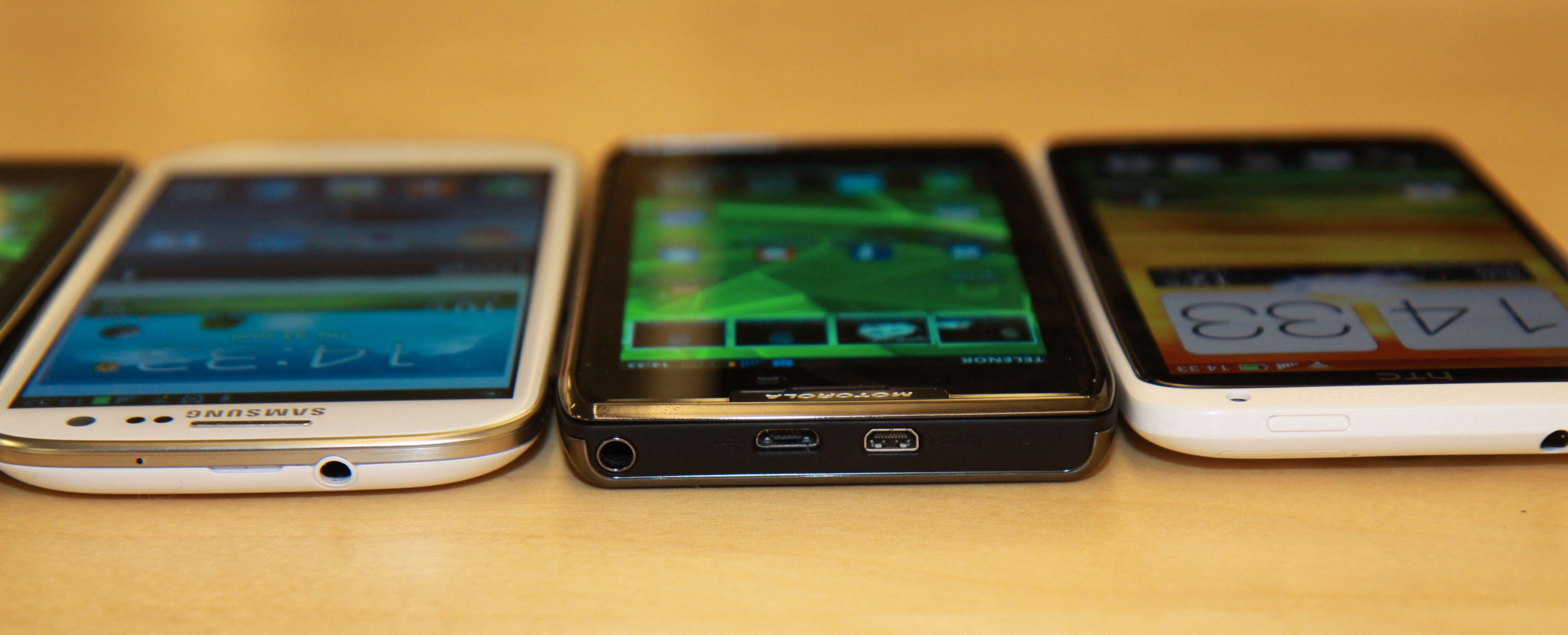 Fra venstre; Samsung Galaxy S III, Motorola Razr Maxx og HTC One X.