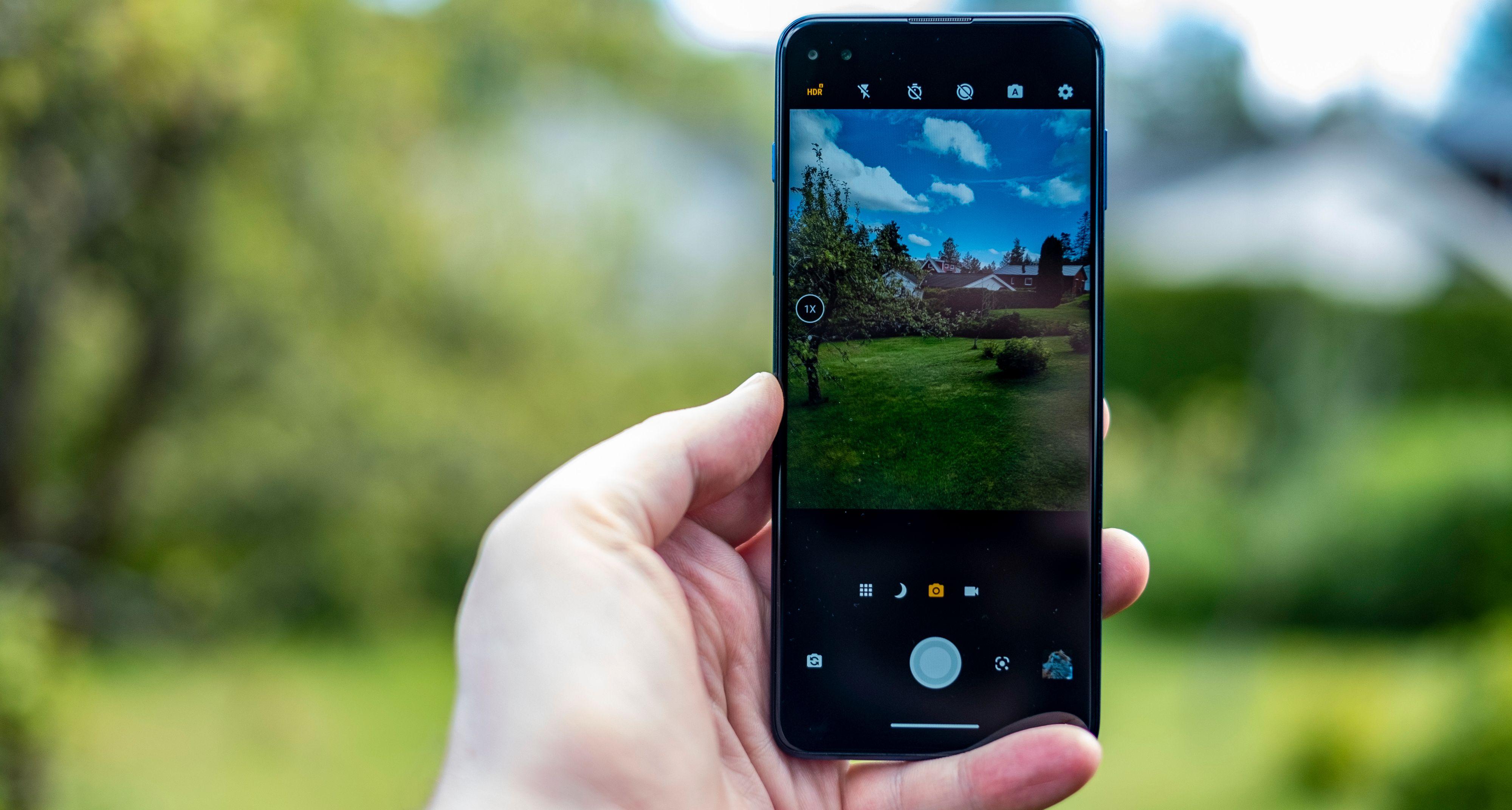 Det er kjapt og greit å fotografere med Moto G 5G Plus, men selv i dagslys sliter den noen ganger med skarphet og detaljer.