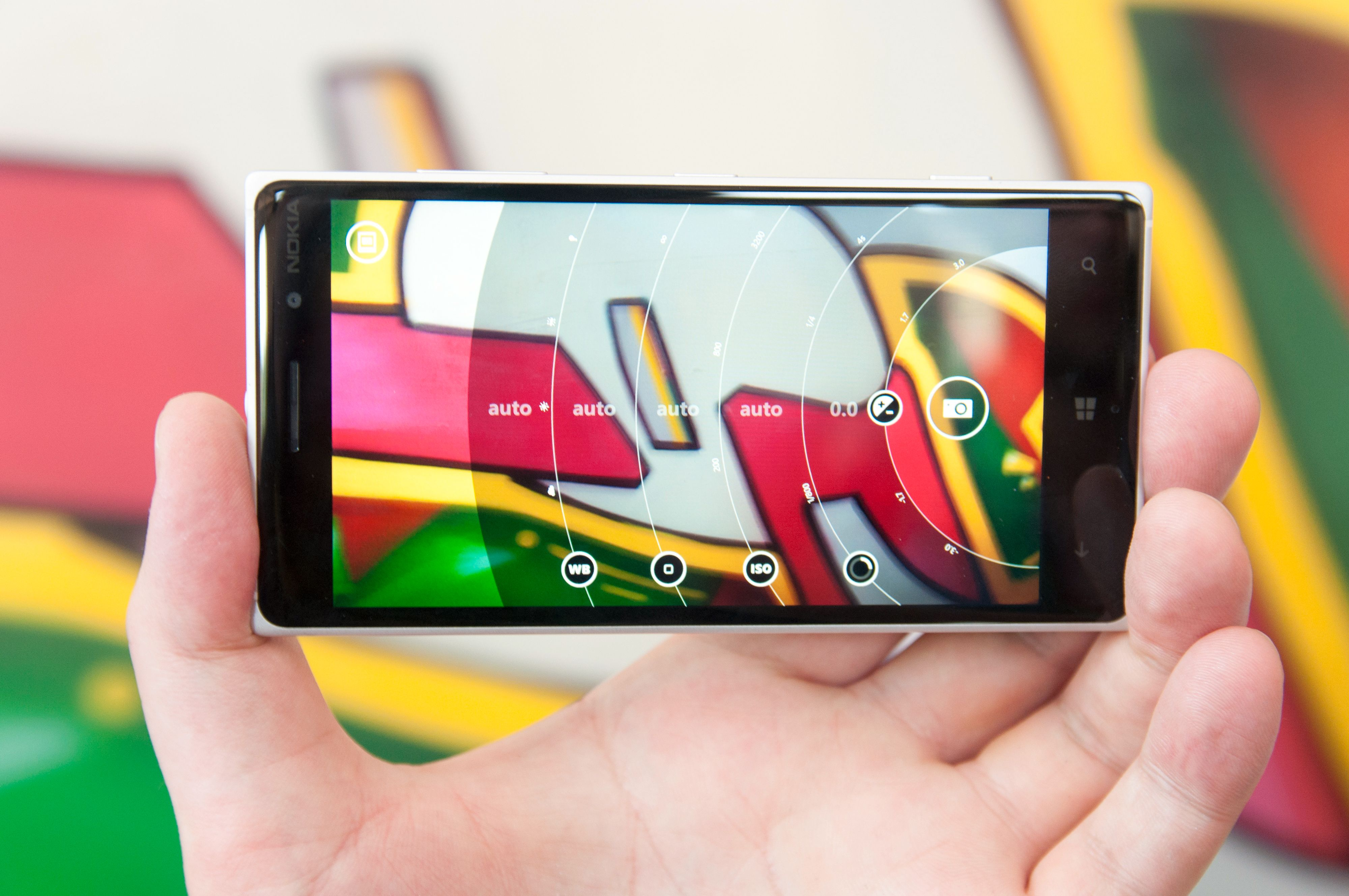 Nokia Camera-appen gjør avanserte innstillinger så enkle å bruke at fotograferingen blir en lek. I tillegg har den flere unike funksjoner.Foto: Finn Jarle Kvaheim, Amobil.no