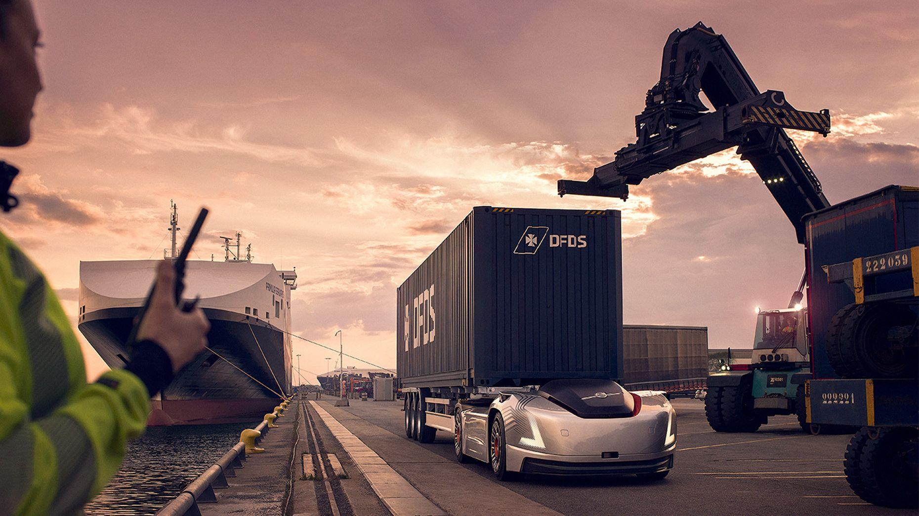 Volvos selvkjørende vogntog er nå tatt i bruk i Sverige