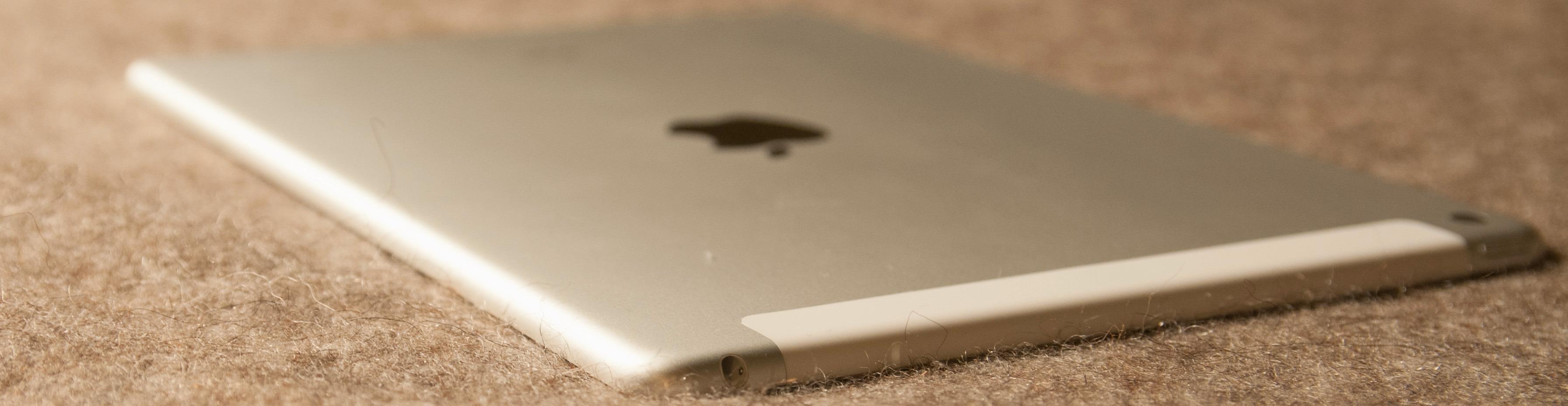 iPad Air 2 er ekstremt tynt, men ikke dramatisk tynnere enn andre nettbrett, så som Sonys Xperia Tablet Z2.Foto: Finn Jarle Kvalheim, Tek.no