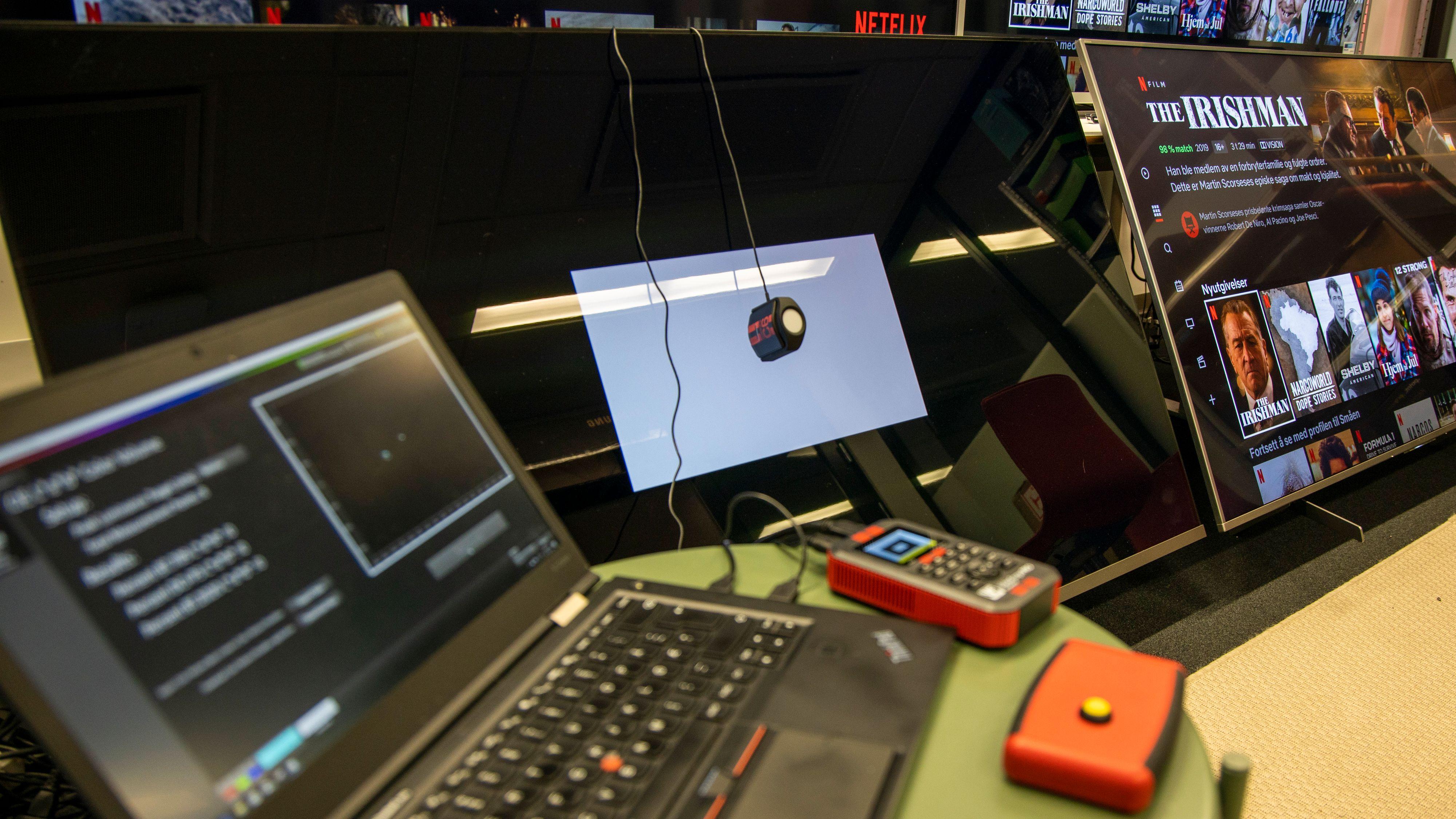 TV-ene blir nøye sjekket med kalibreringsutstyr
