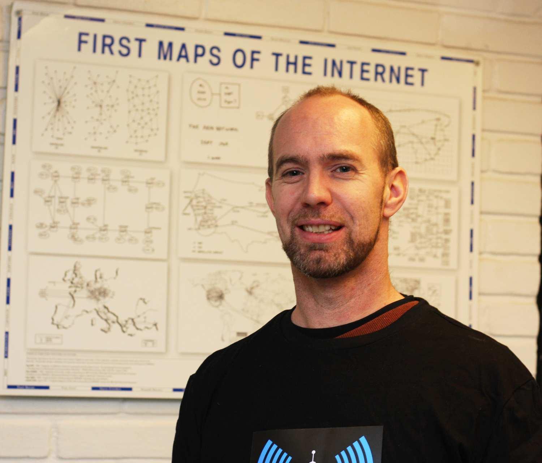Erik Hjelmås er førstermanuensis på Drift av nettverk og datasystemer.Foto: Maria Lillemoen, HiG