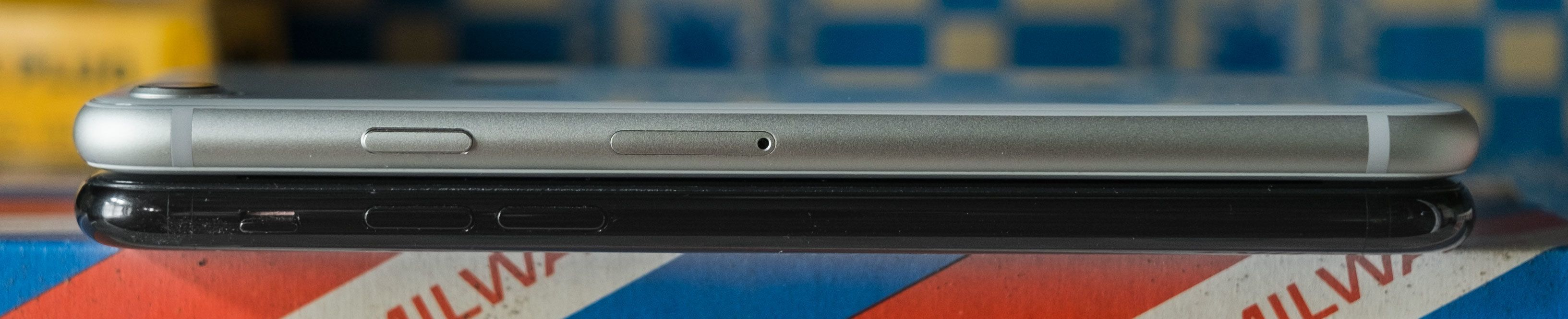 Tykkelsen er identisk som forgjengeren, selv om iPhone 8 veier 10 gram mer..