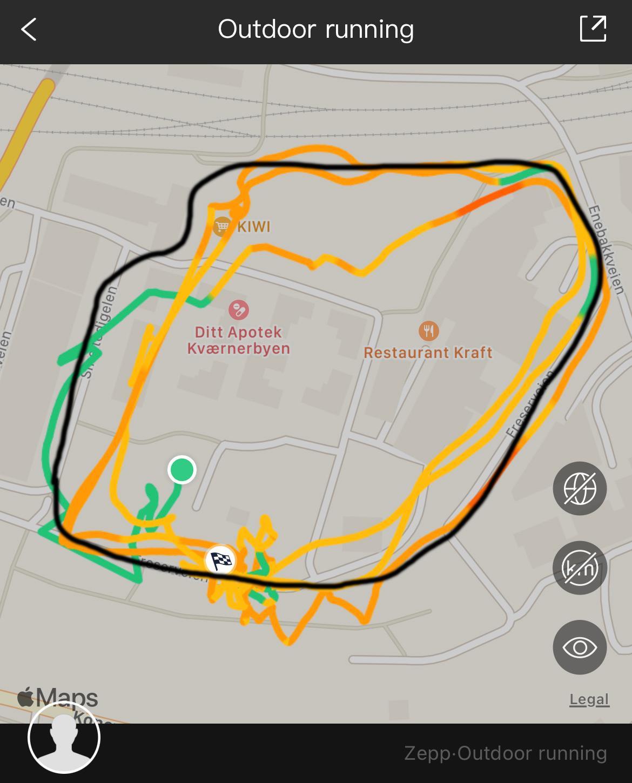 GPS-sporingen når du ikke har fullstendig fritt rundt deg må sies å være et ankepunkt. Her er  ruta vi faktisk løp markert med svart.